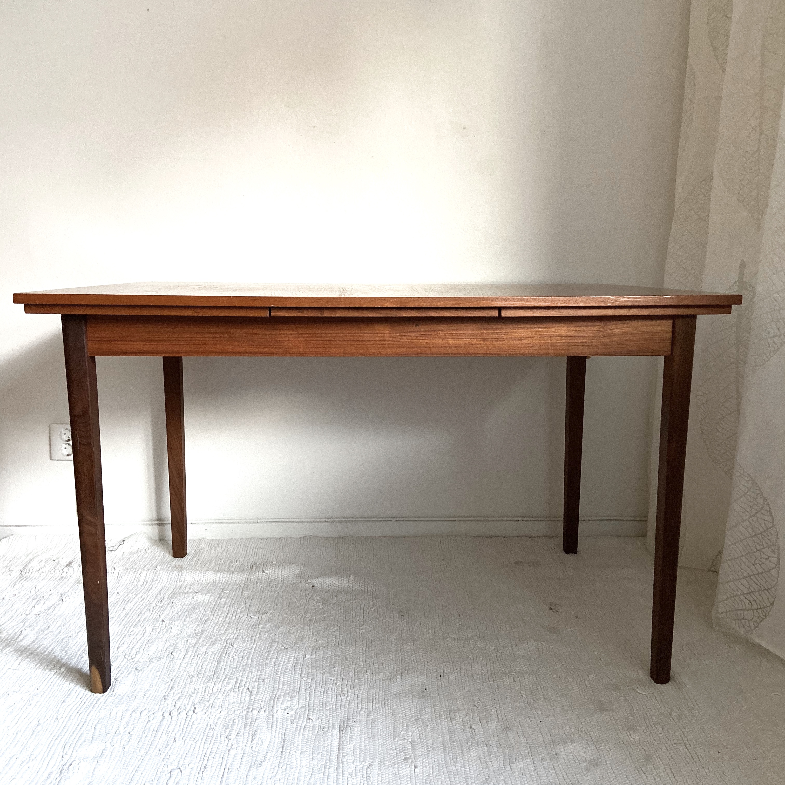 Matbord med två utdragsskivor, teak