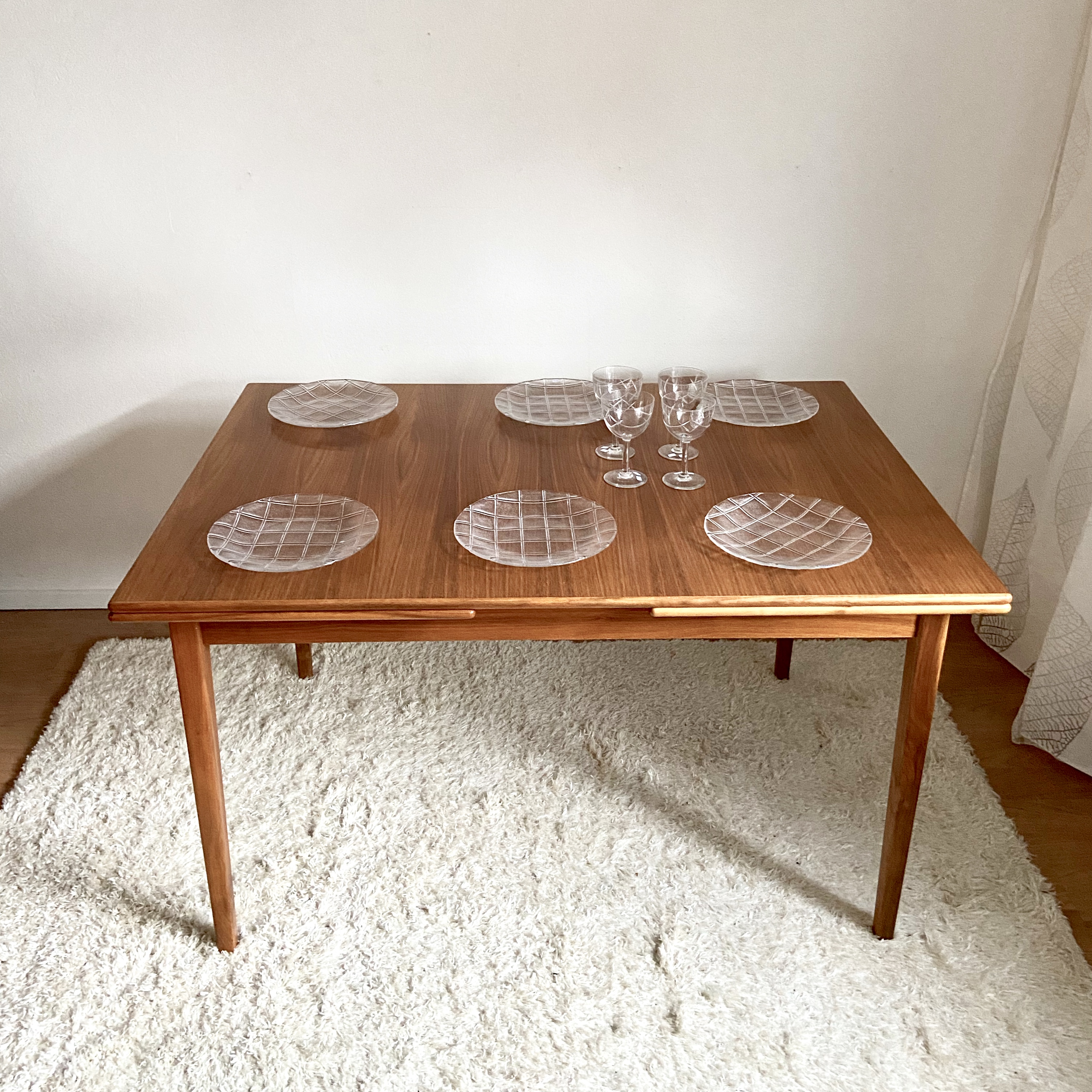 Stort matbord i teak