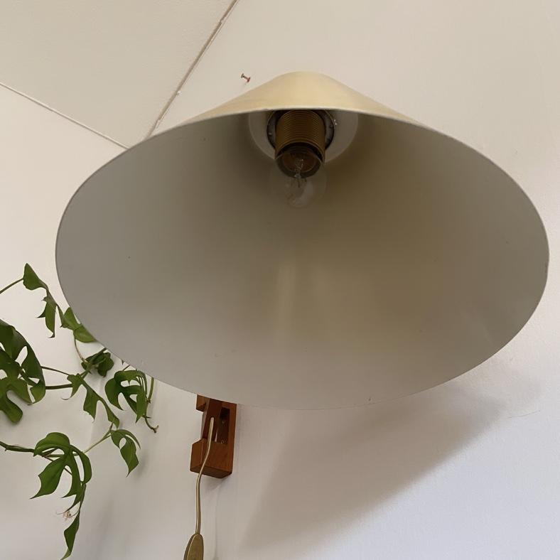 Vägglampa teak och plåt med vridbar arm