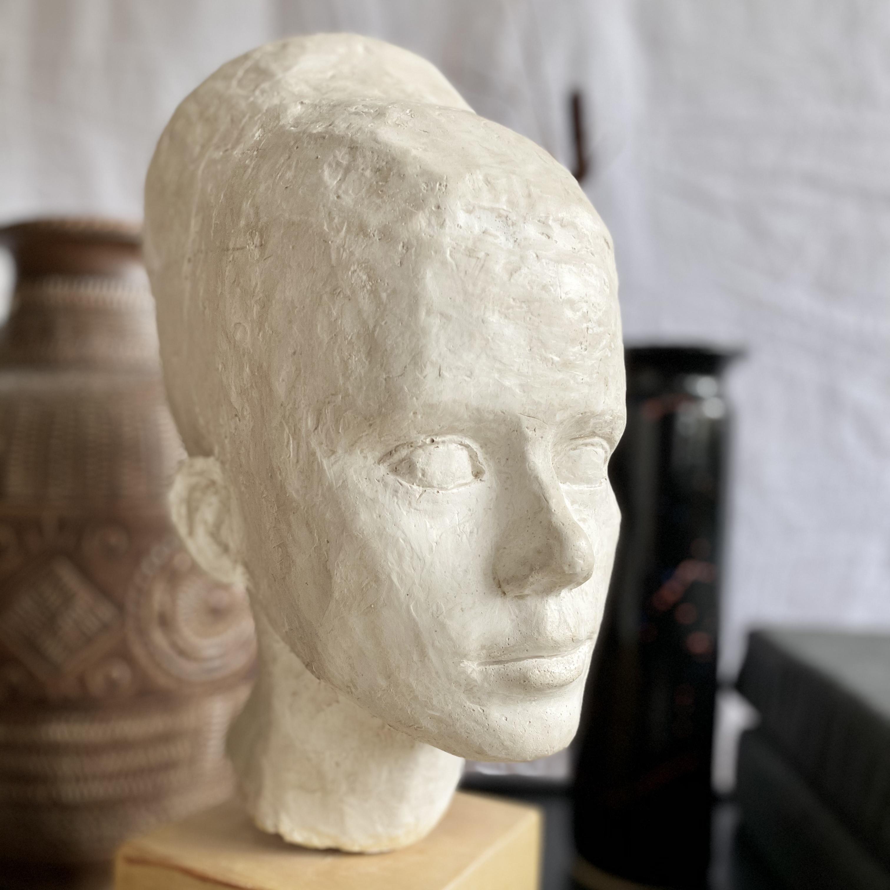 Skulptur, huvud på sockel