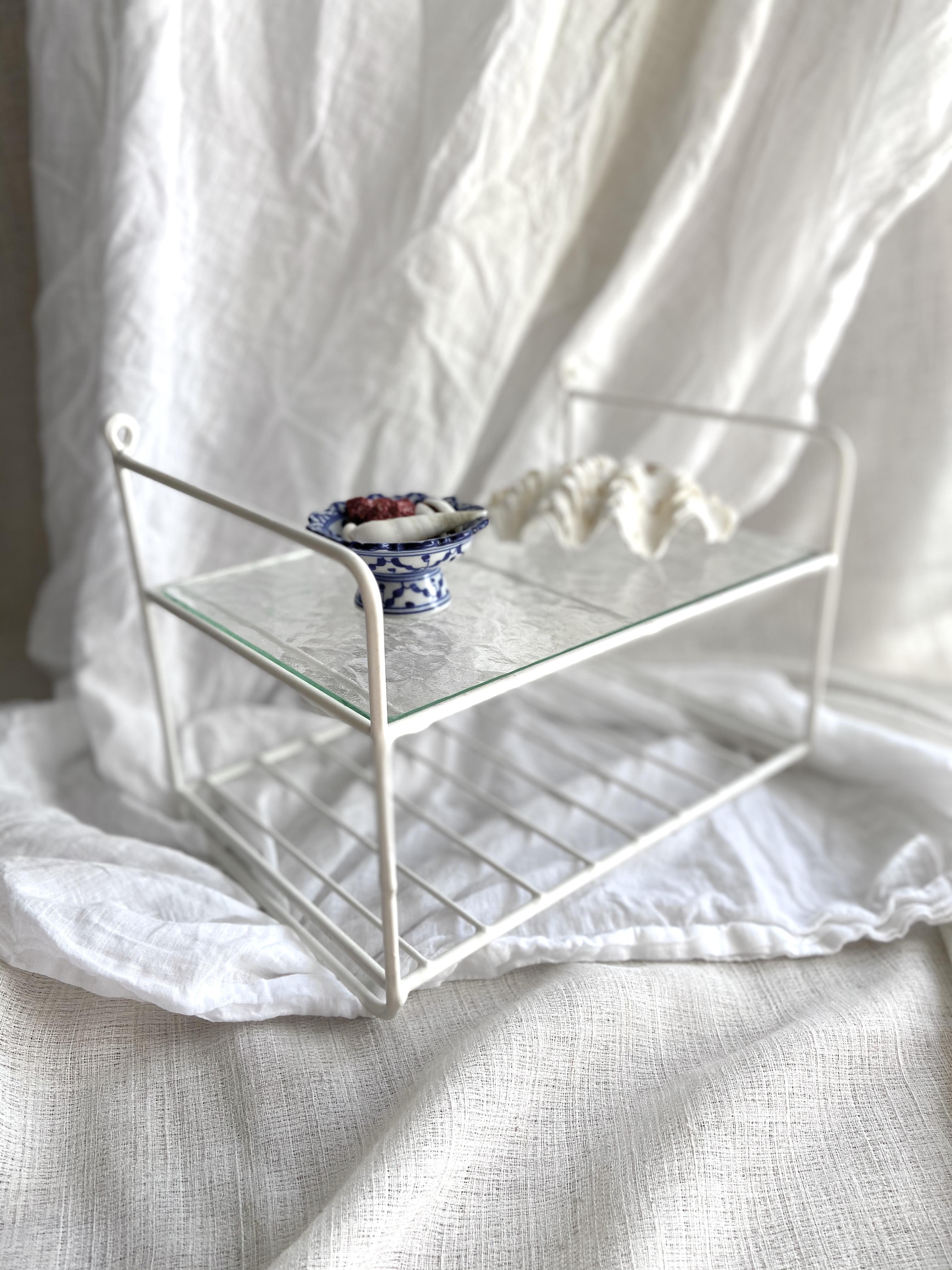 Stringhylla med hyllplan i glas