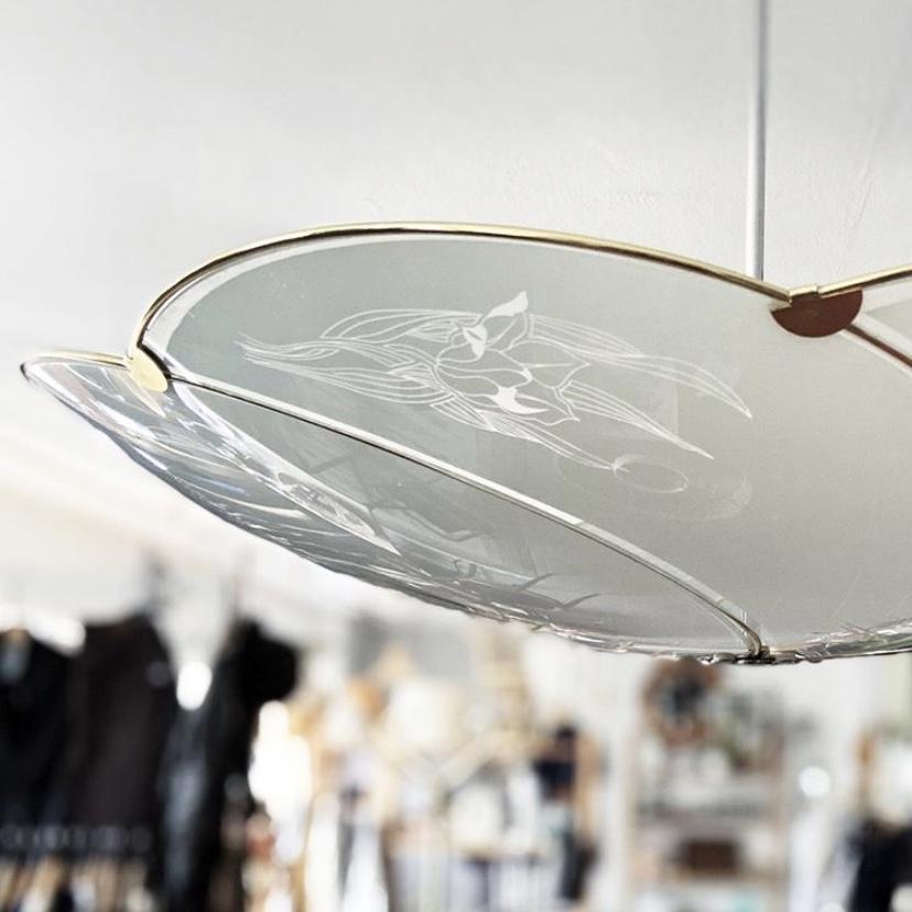 Taklampa med frostat glas