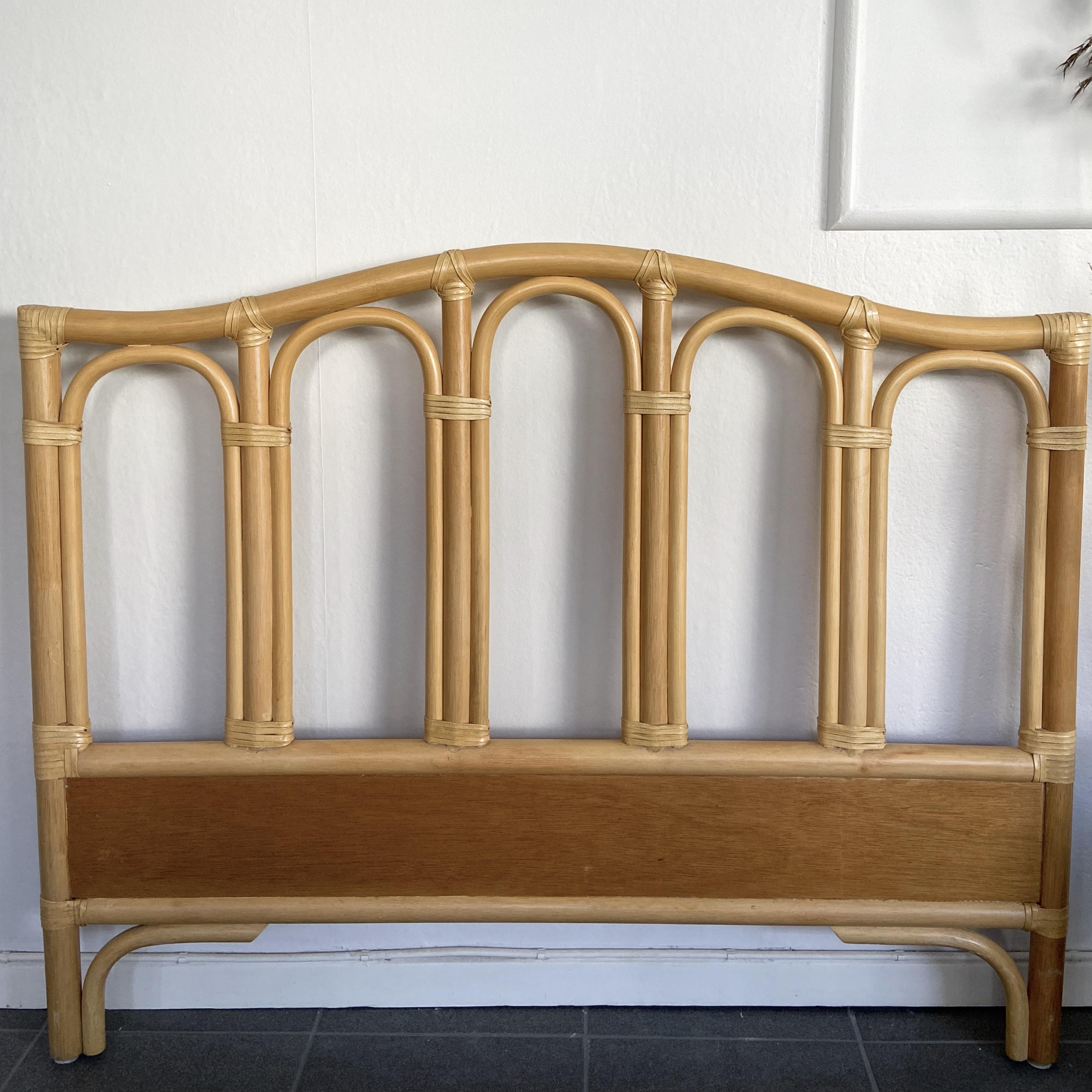 Sänggavel, bambu och teak