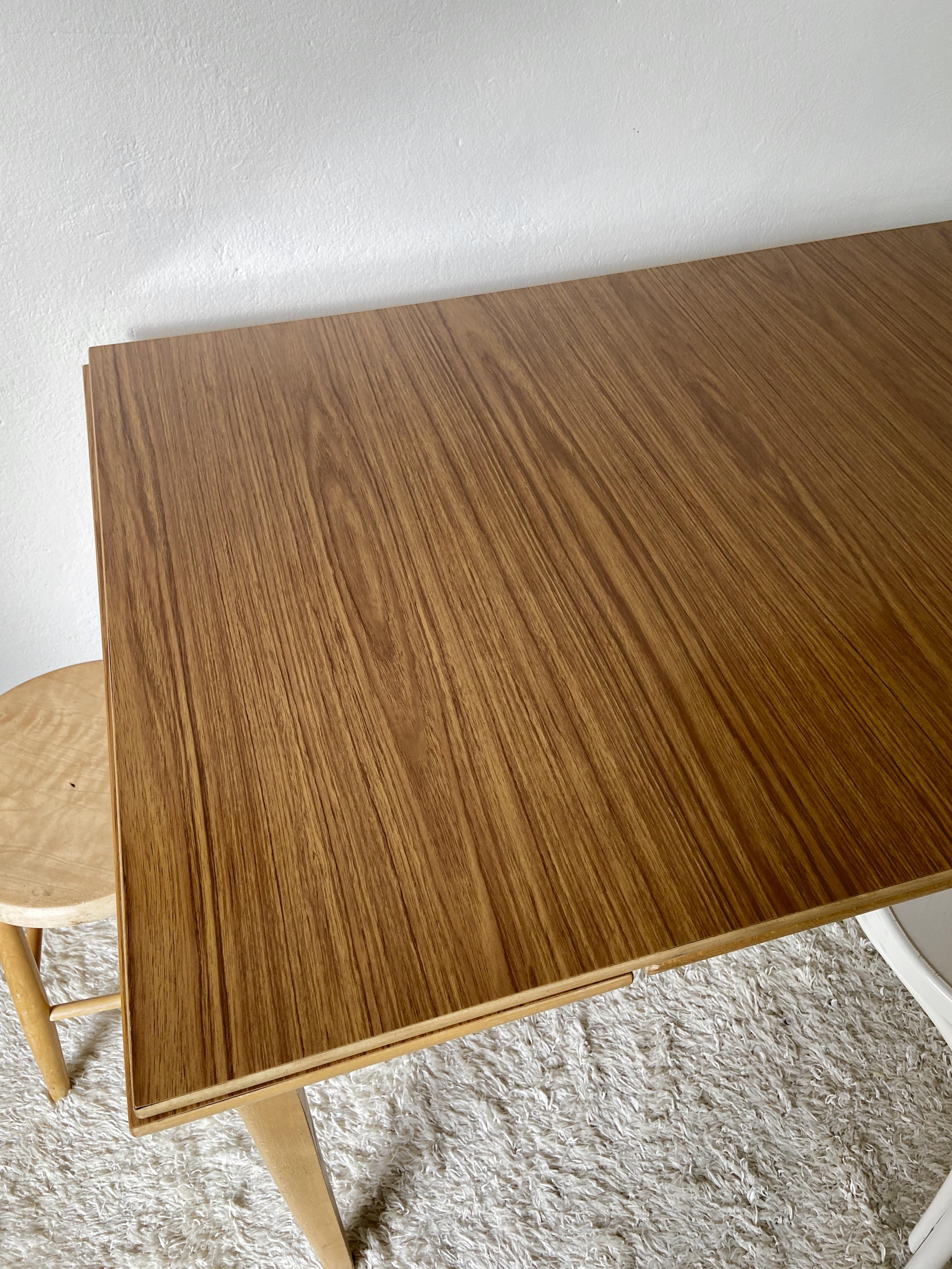 Matbord med teaklaminat
