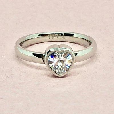 Ring lovehearts stål med sten, silverfärgad 19mm (Tilva)