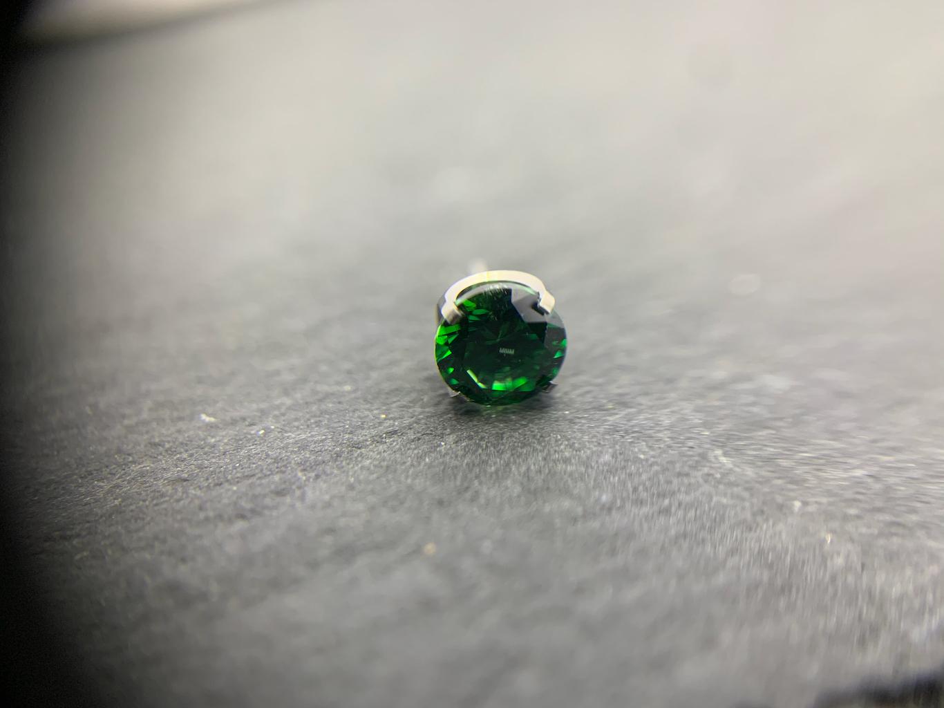 NeoMetal Prong emerald