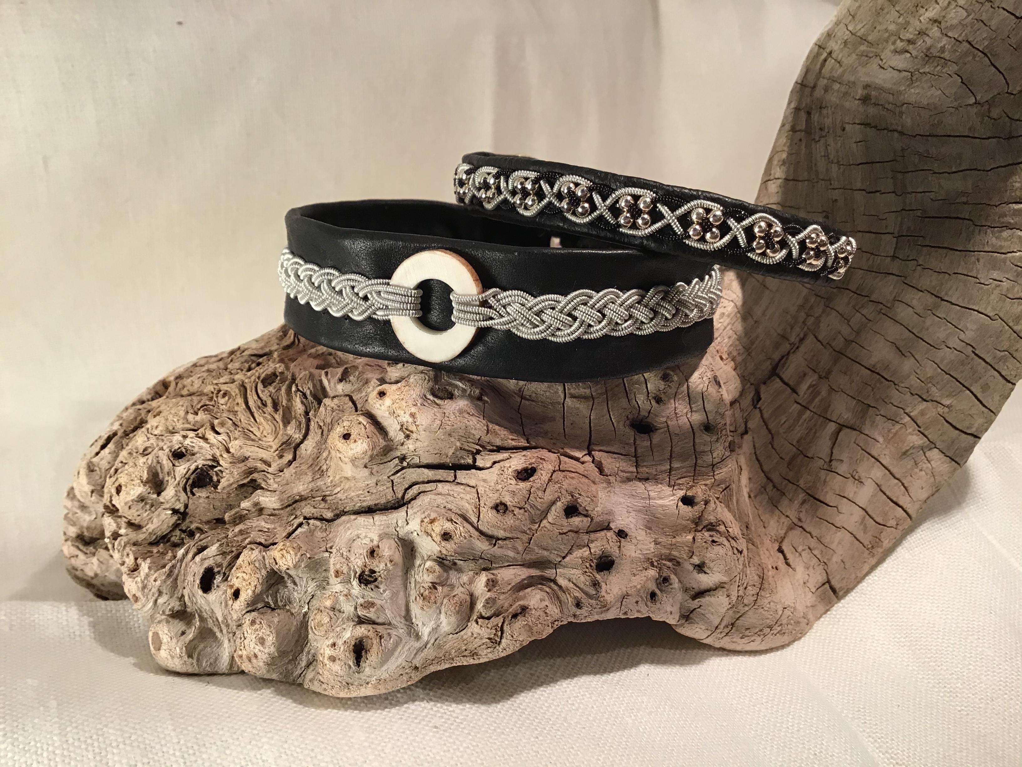 Armband med renhornsring eller pärlor