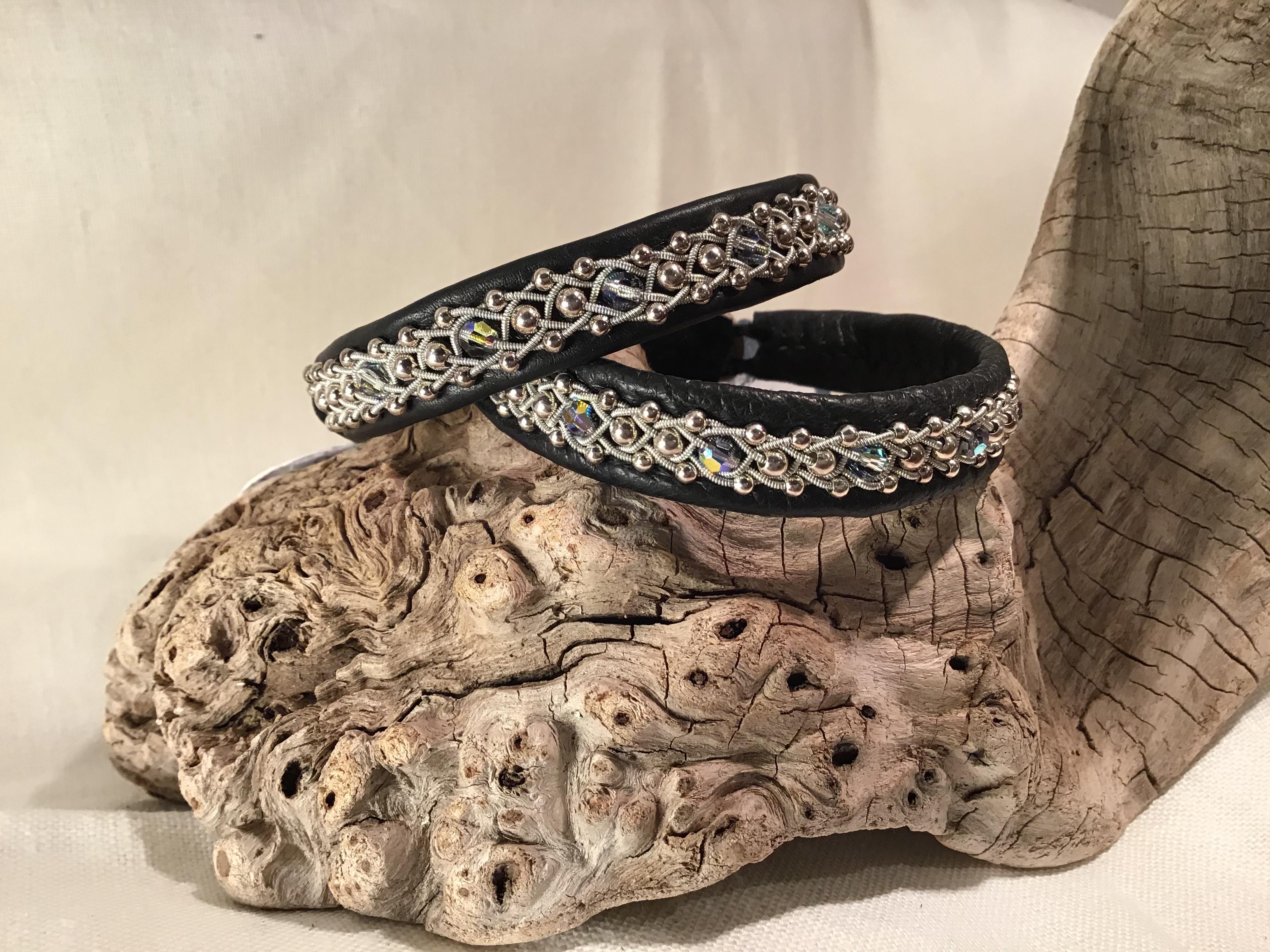 Armband med silverkulor och swarovskipärlor