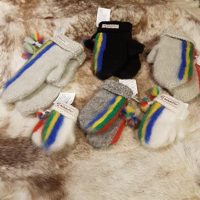 Lovikkavantar med de samiska färgerna - Designskyddade hos PRV