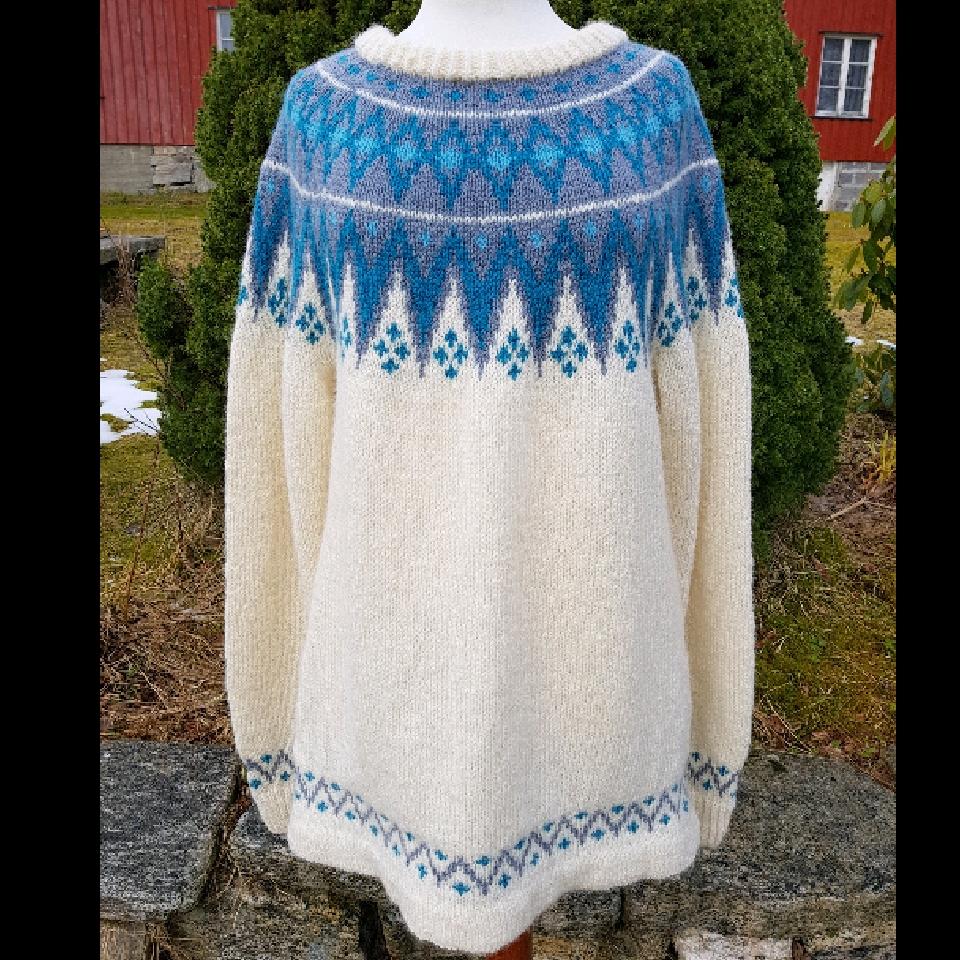 Voksen genser i str L/XL i Rauma finull