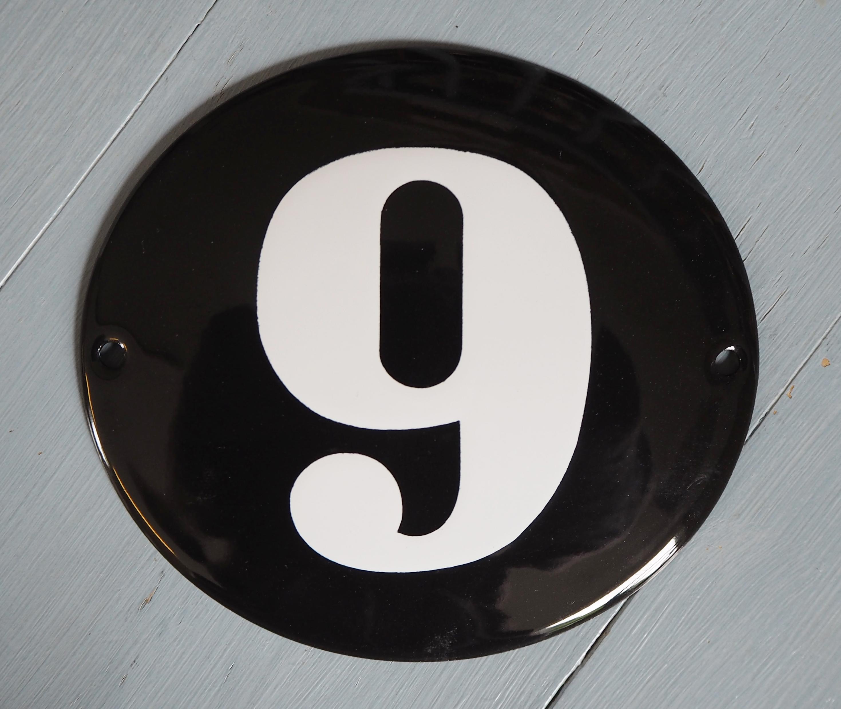 Emaljeskilt nr 6 eller 9
