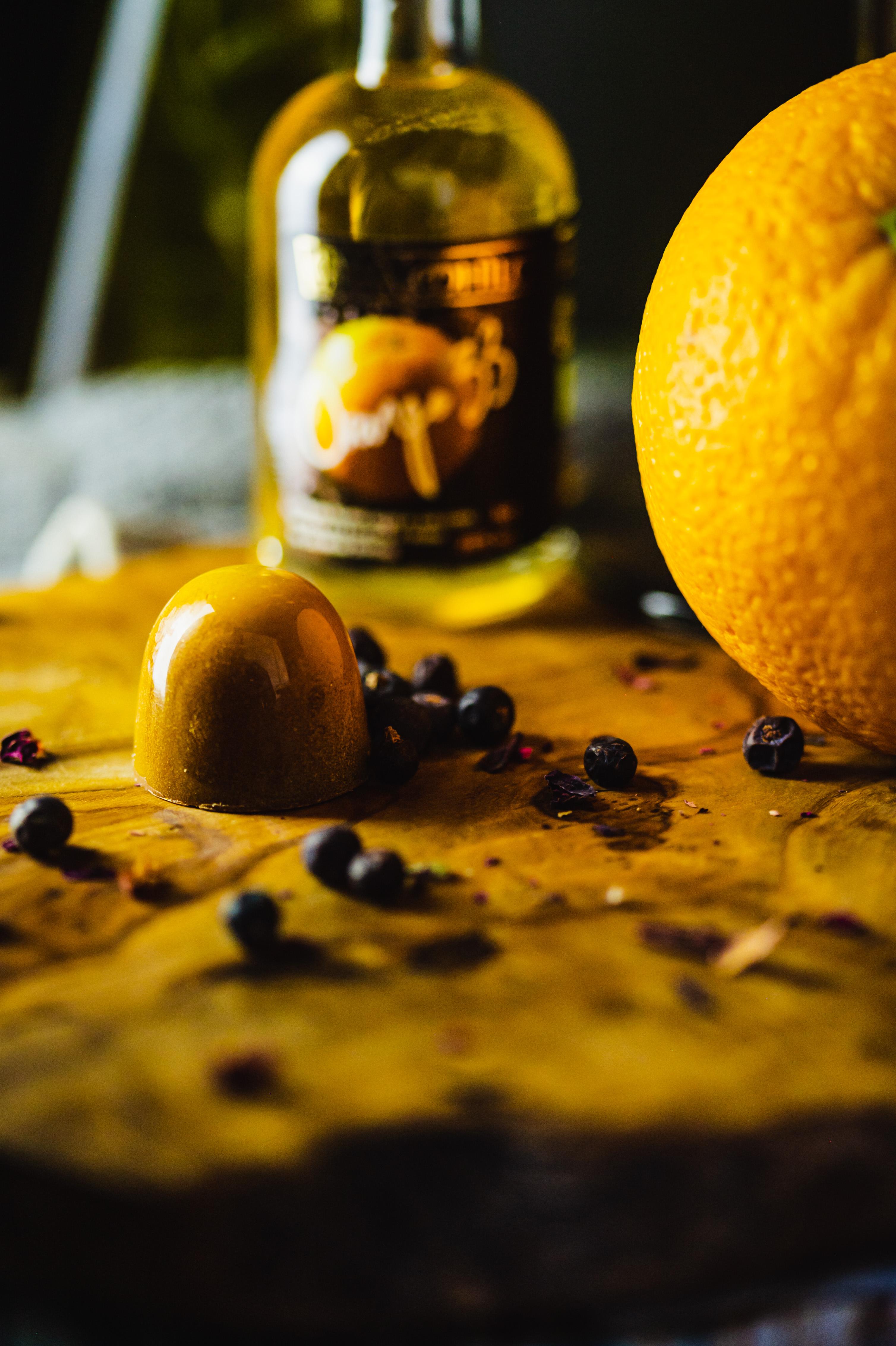 Milk Chocolate Da Mhile Orange 33 liqueur BonBon.