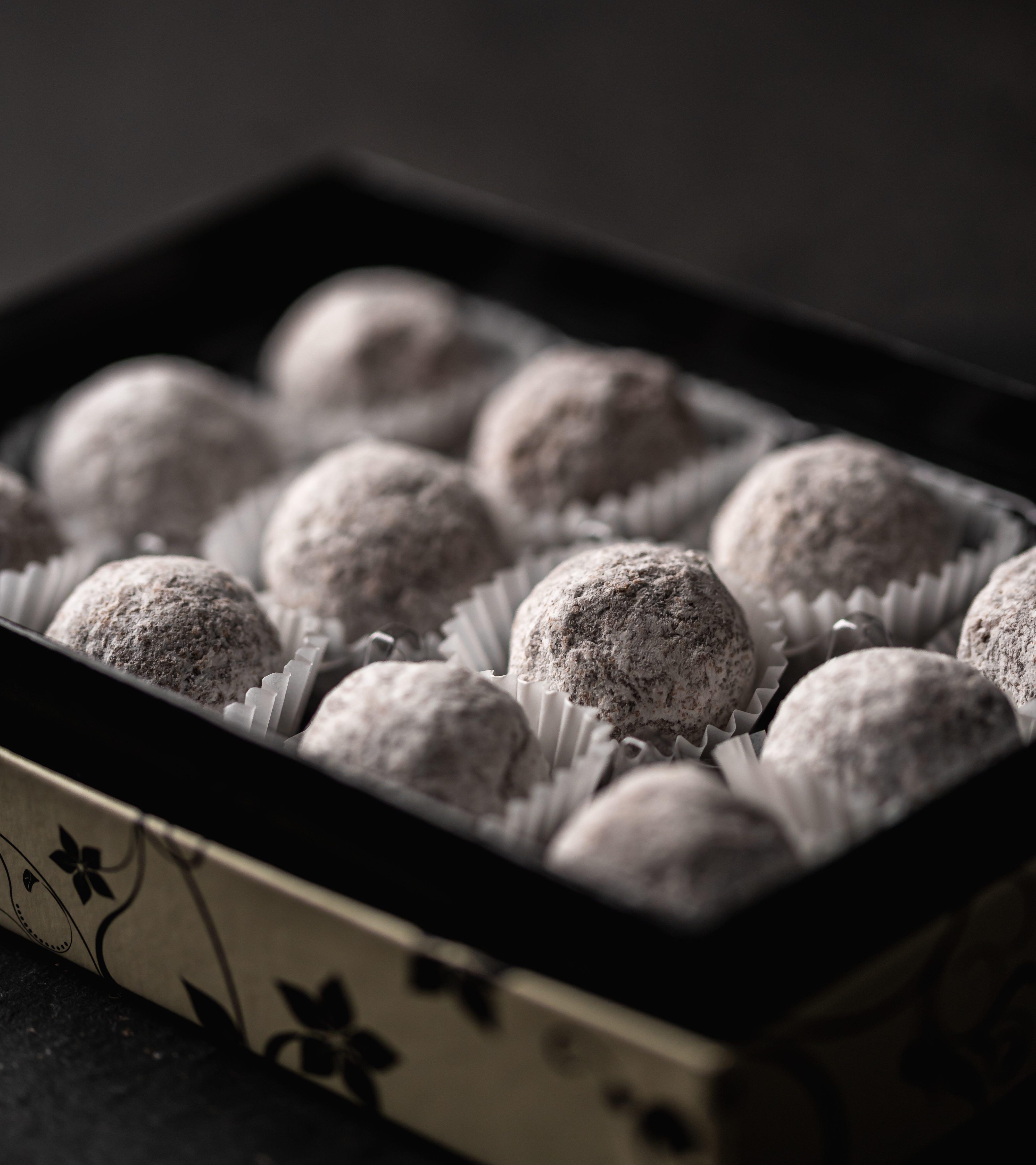 12 Milk Chocolate Marc de Champagne truffles. (Contain alcohol)