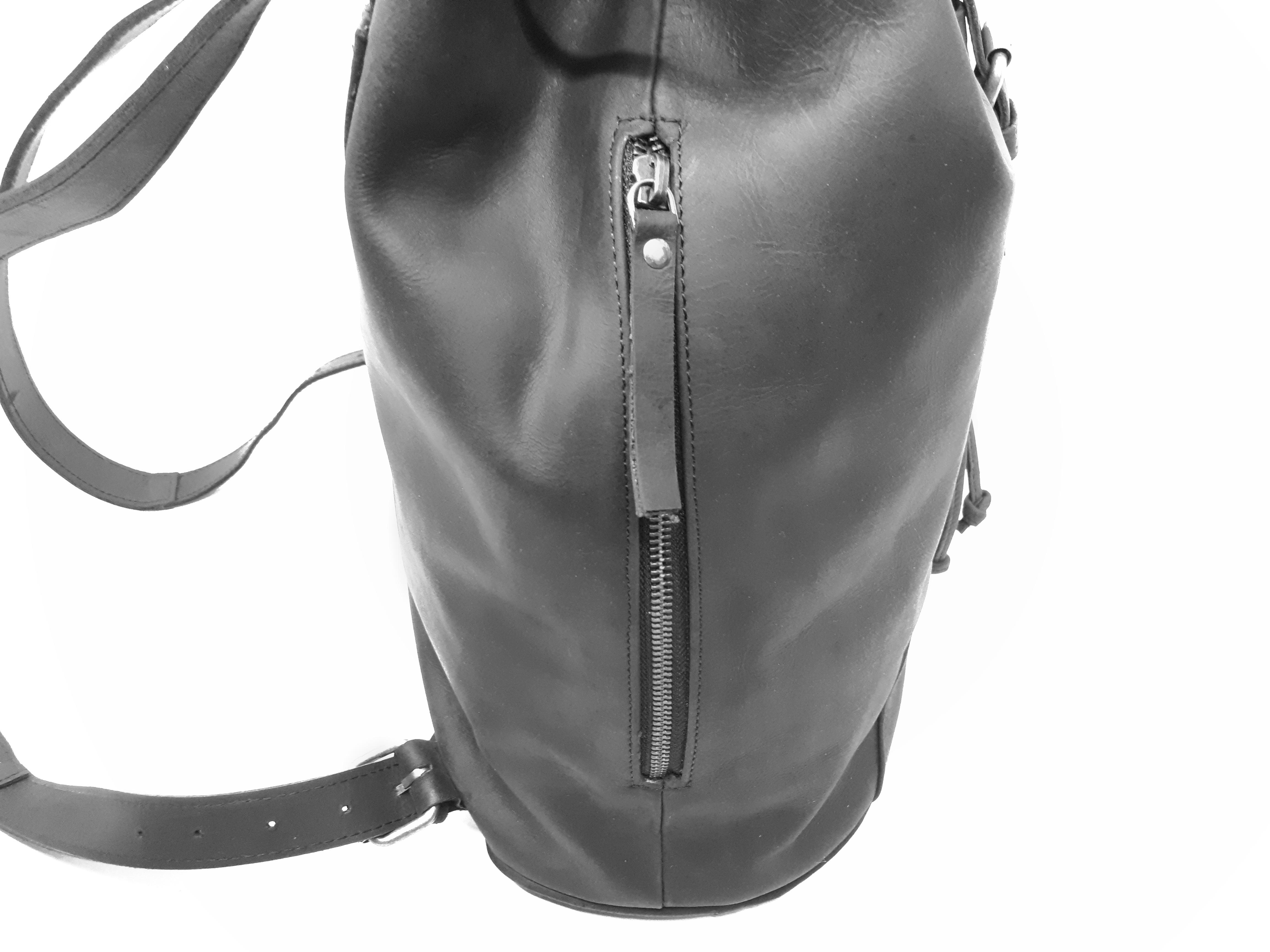 Classic Sidezip Backpack Black