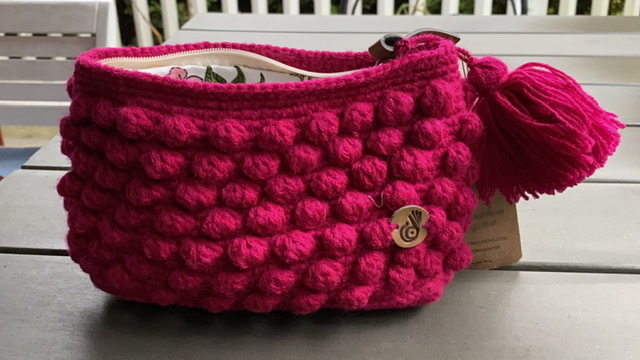 Hand-knitted purse (Wool)