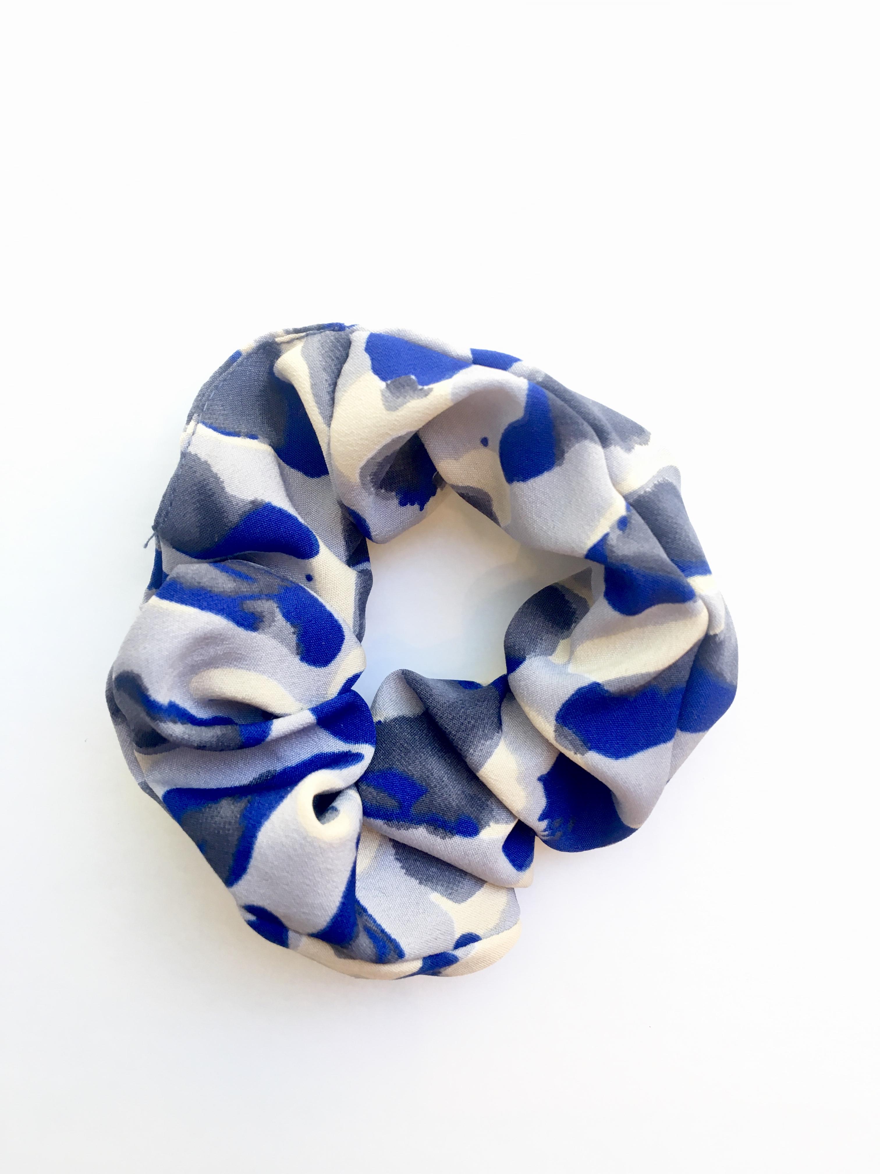 Scrunchie, Blue dots