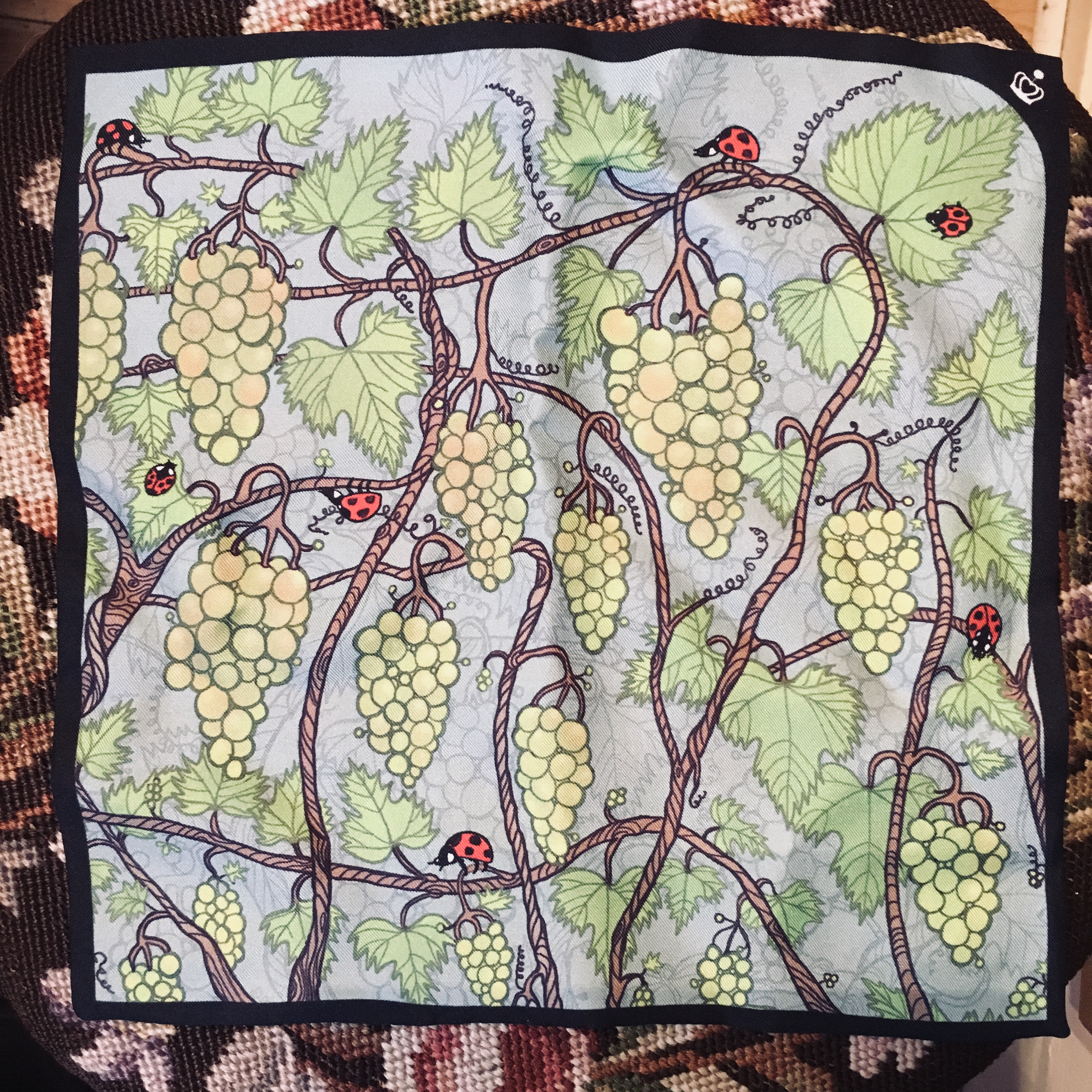 Kueen, Perfectly pocket, la vita del vino/poppy