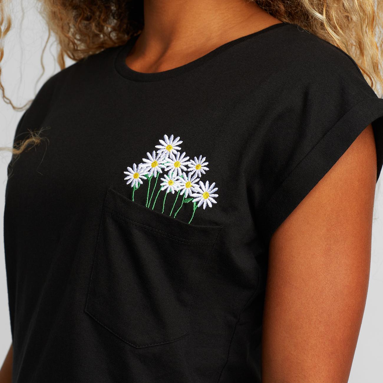 Dedicated - T-shirt Visby Flower Pocket Black