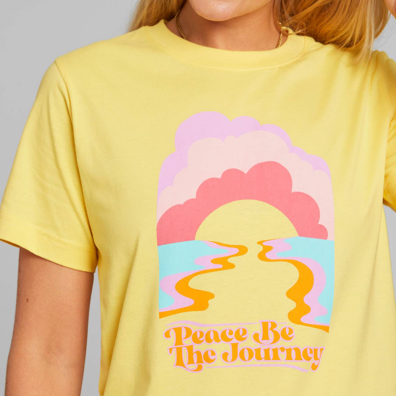 Dedicated - T-shirt Mysen Peace be the Journey Yellow