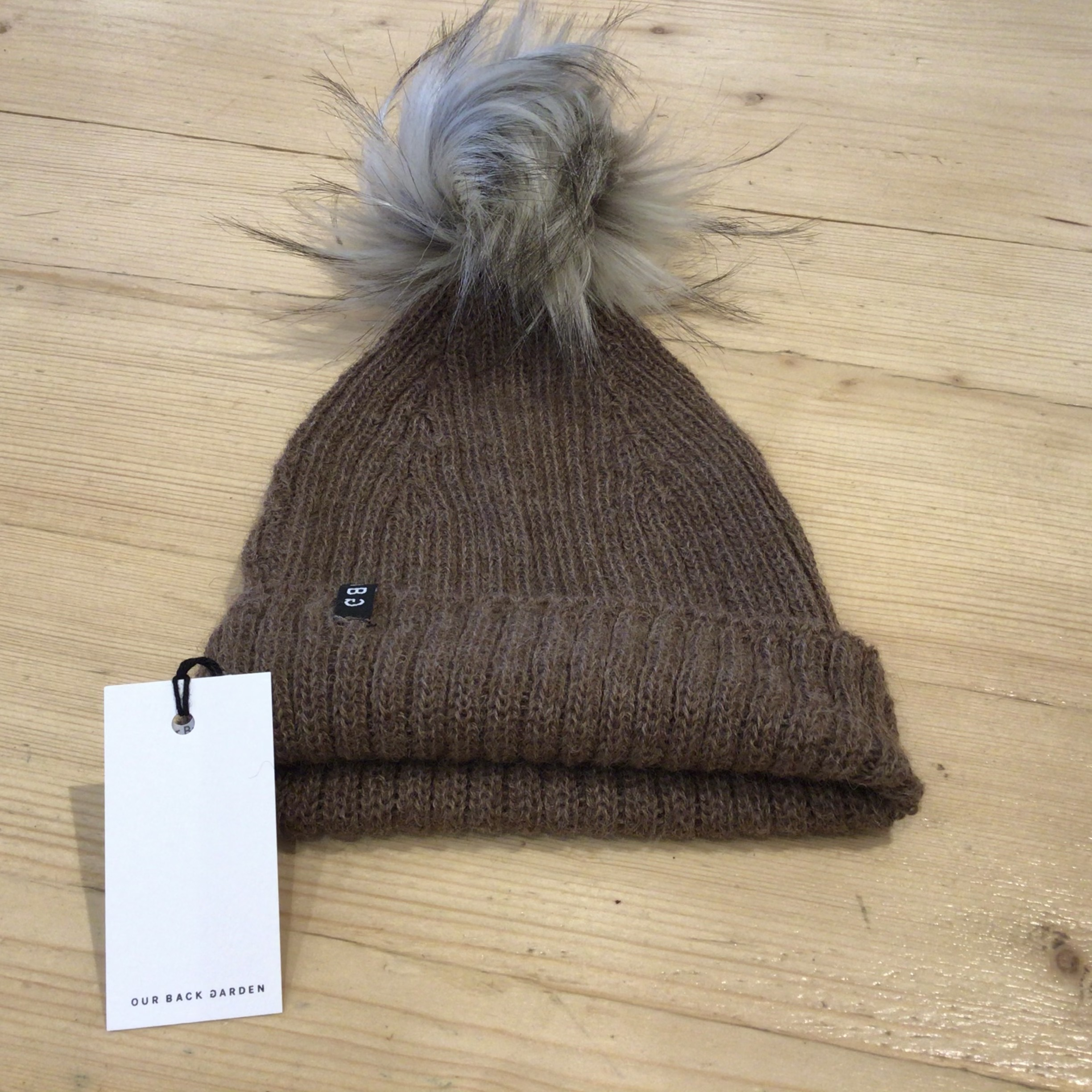 OBG - 100% Alpaca wool hat with Pom Pom, Walnut & Raccoon