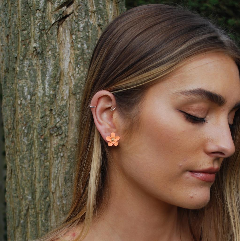 Matt flower earring apricot