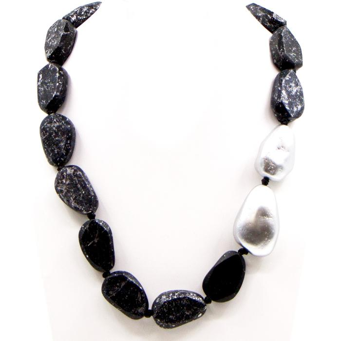 RANDOM CUT SHAPE MOTTLED WOOD BEAD NECKLACE WITH PEARL ACCENT IN BLACK OR TEAL