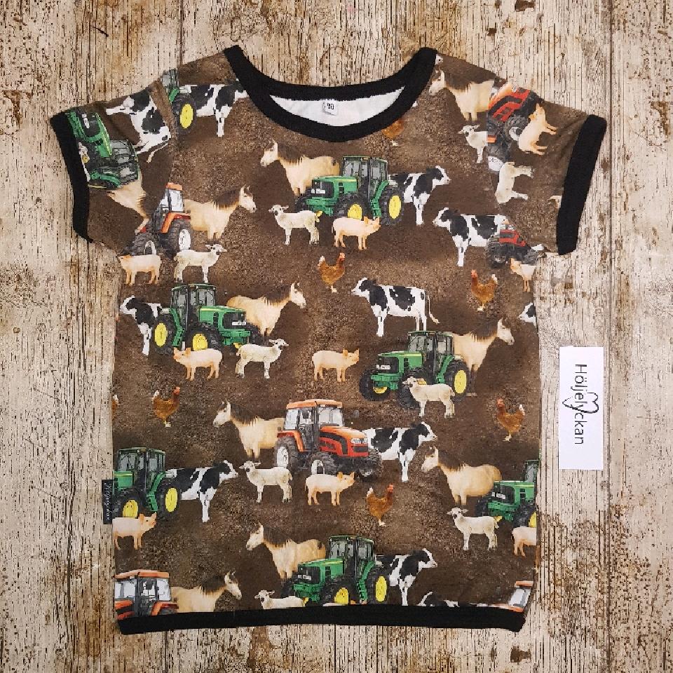 T-shirt strl 98