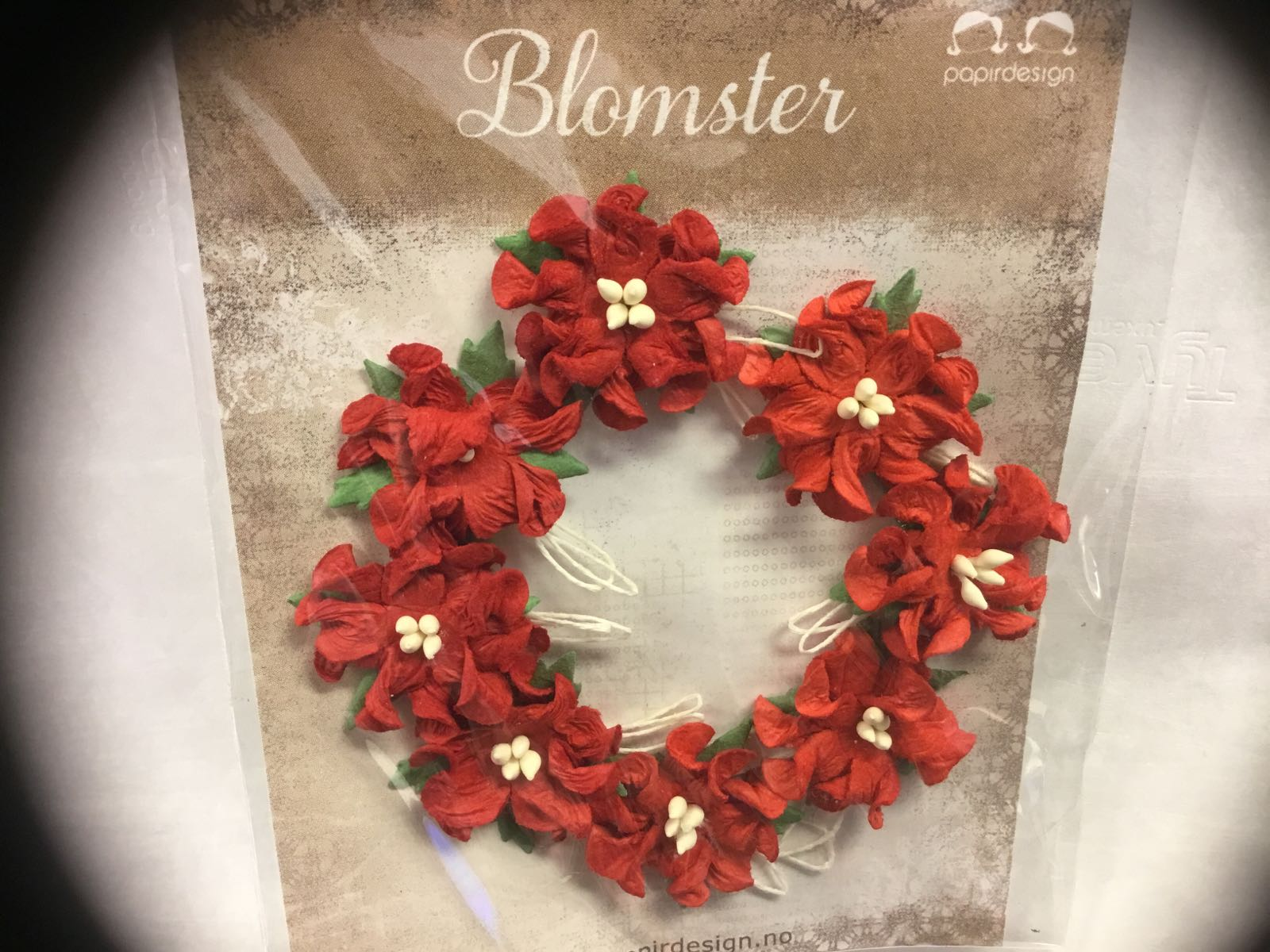 Papirdesign blomster, gardenia, røde,små, 2,5cm. 8 stk pr pk.