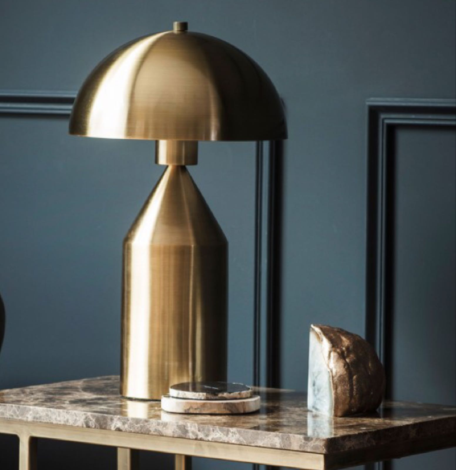 00566 Atlas Brass table lamp