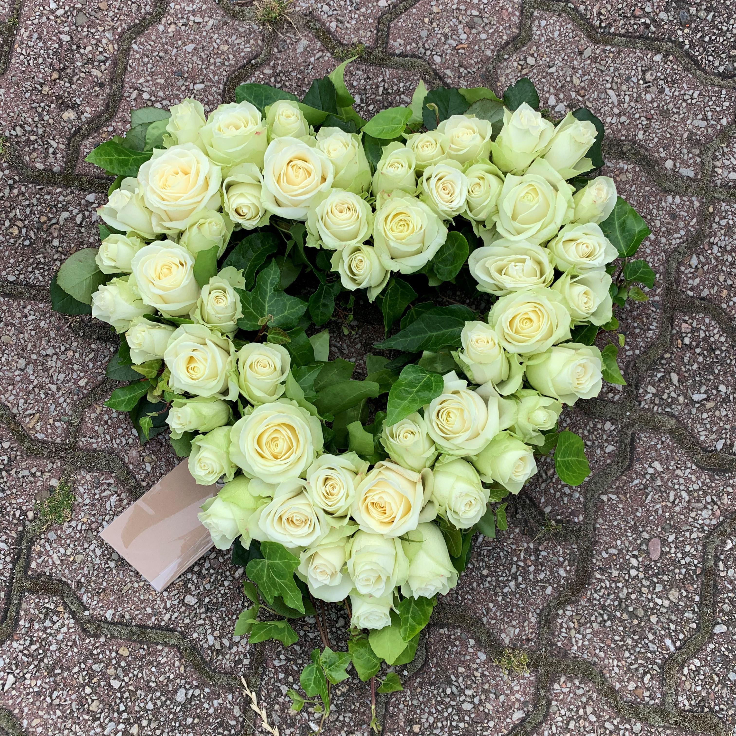 Oasishjärta - Ihåligt - Vita rosor