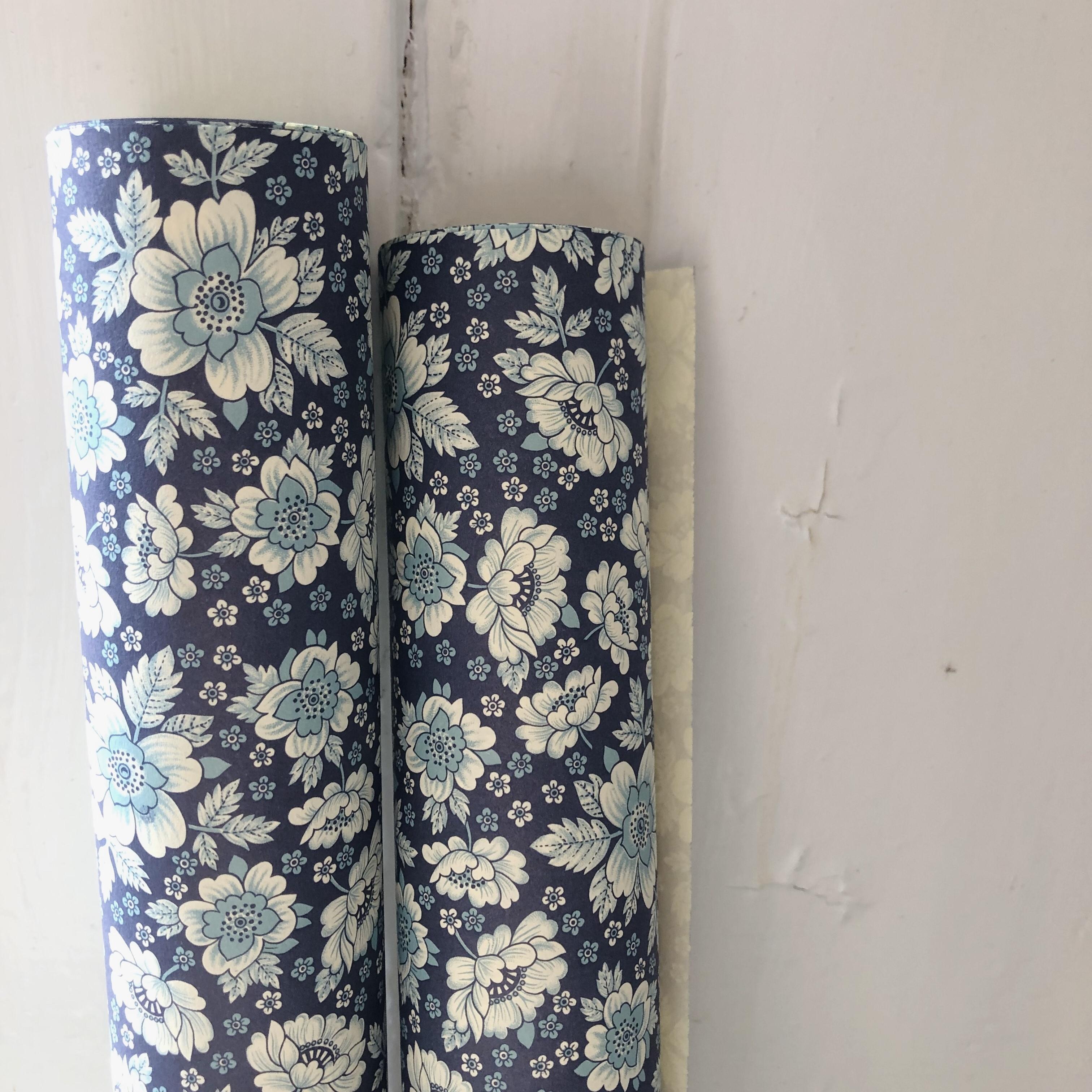 Italiensk Papir / Navy Roses