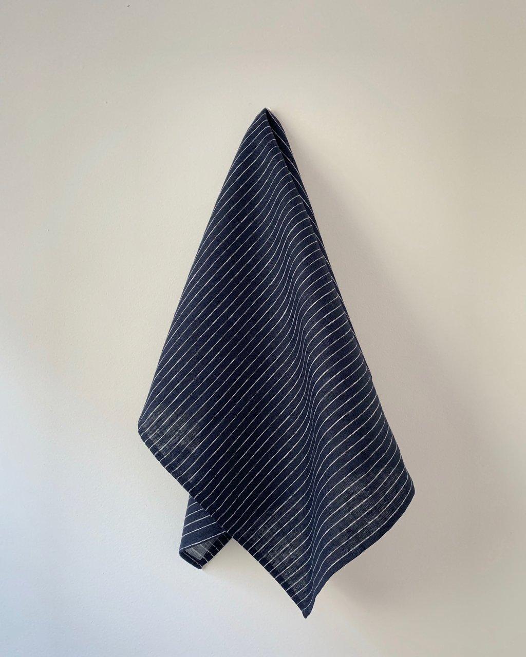 Fog Linen Work / Viskestykke (Navy with white stripe)