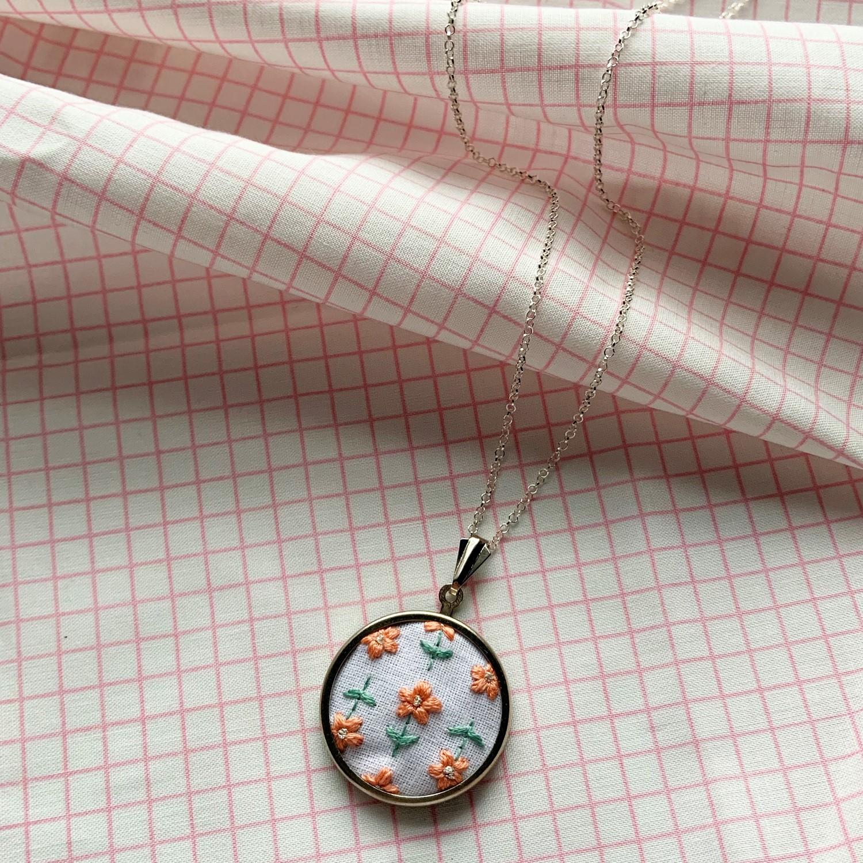 Lauren Smith Embroidery Necklace - Retro Daisy