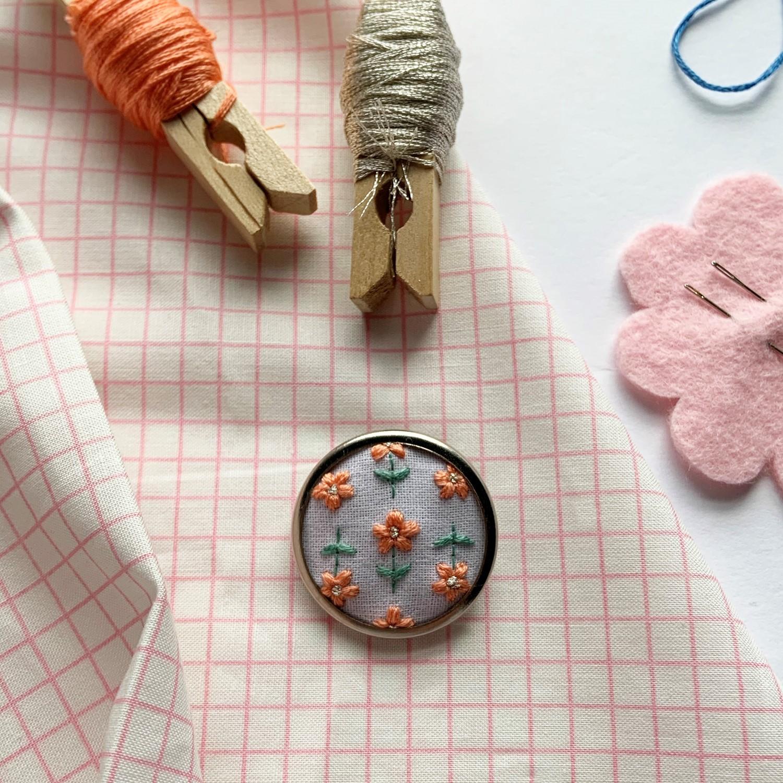 Lauren Smith Embroidery Pin - Retro Daisy