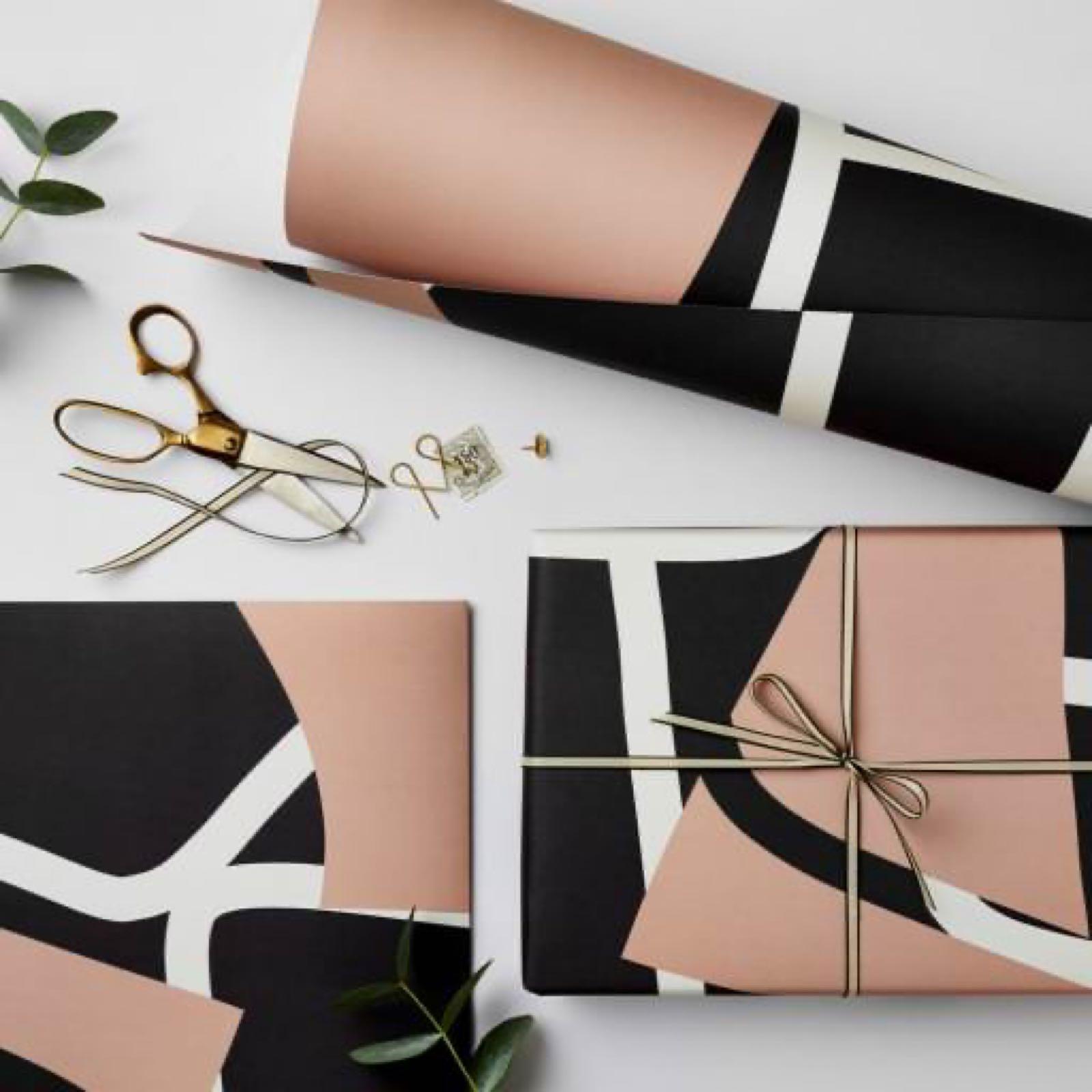 Black & Pink Shape Wrap