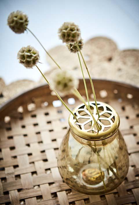 Vase mit Metalldeckel