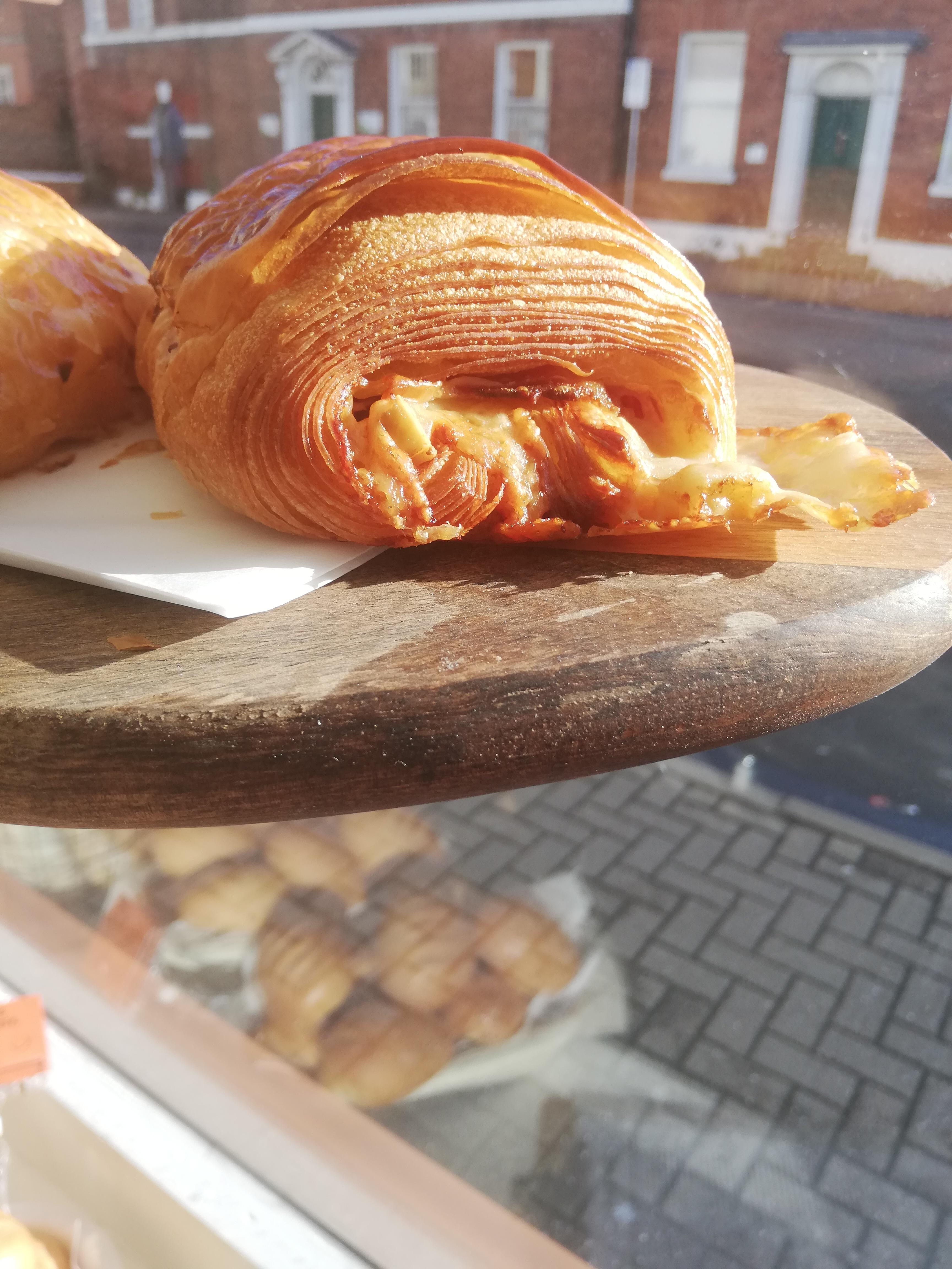 (FRI) Pochette with Smoked Hay Ham & Swiss Gruyere