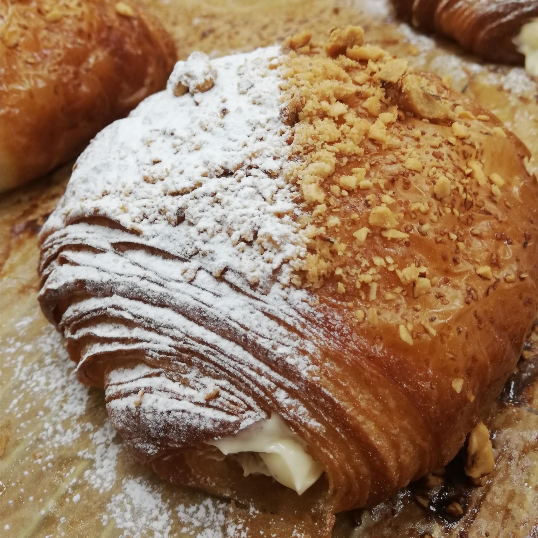 (SAT) Apple Turnover Croissant