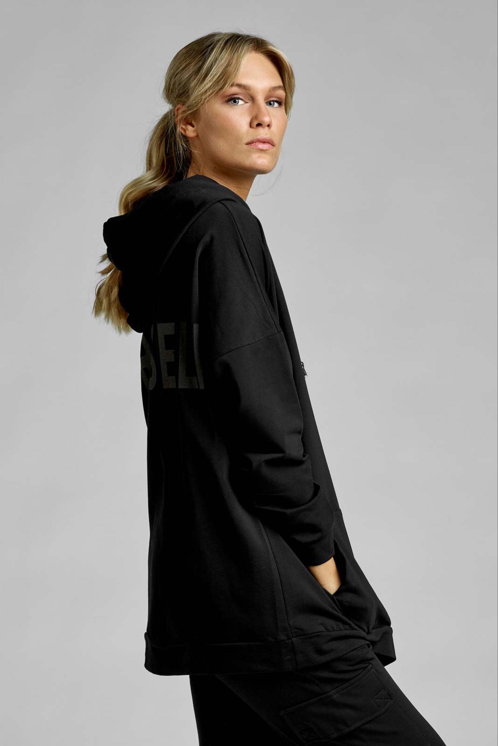 AJLAJK lång hoodie, svart