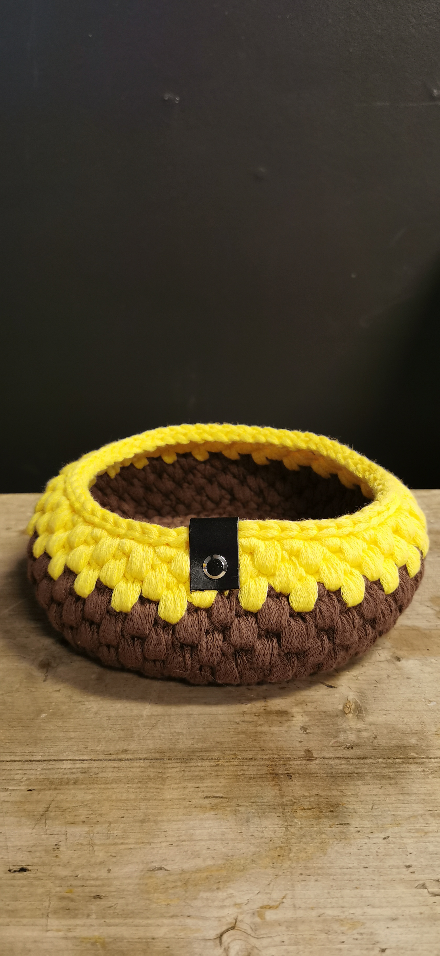 Kurv, Ø17 cm brun og gul