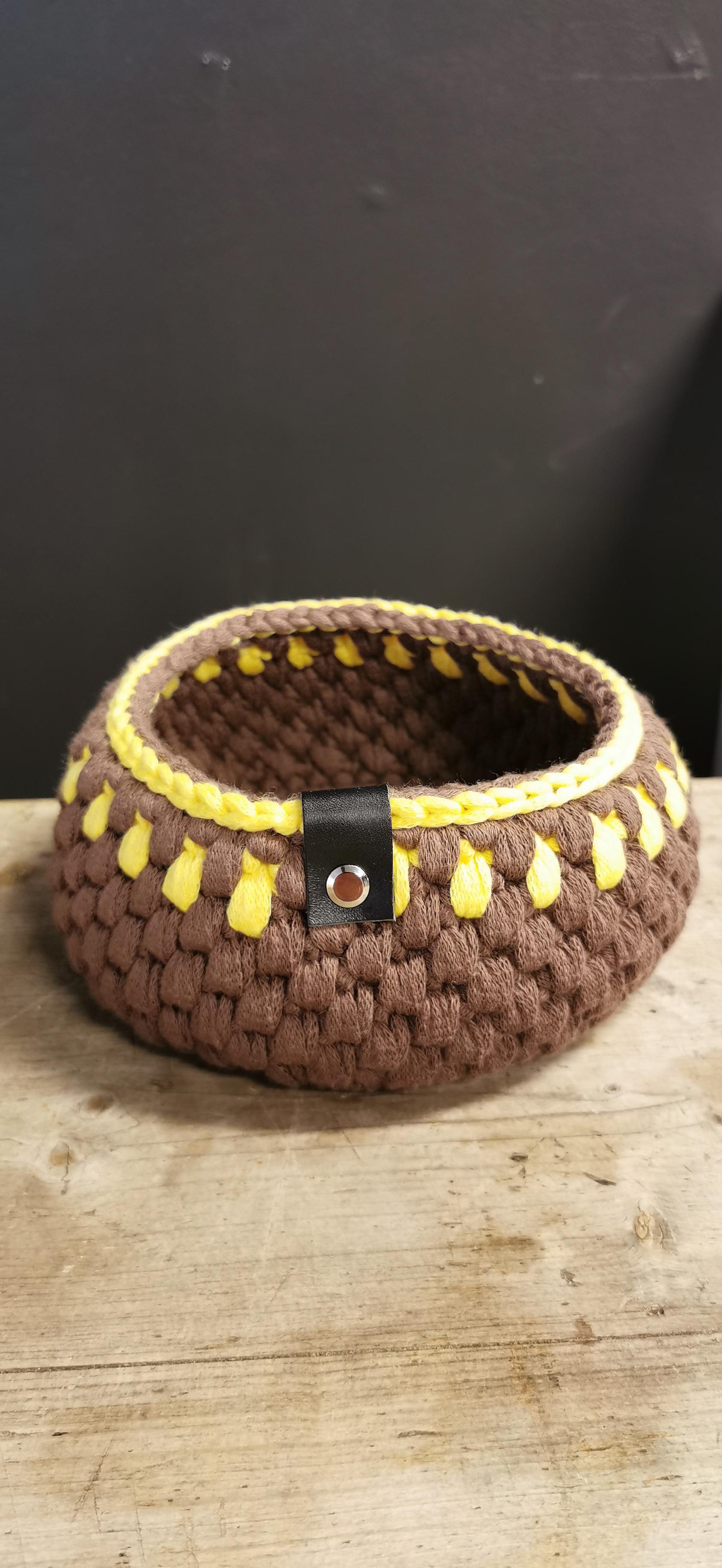 Kurv, Ø17 cm brun/gul