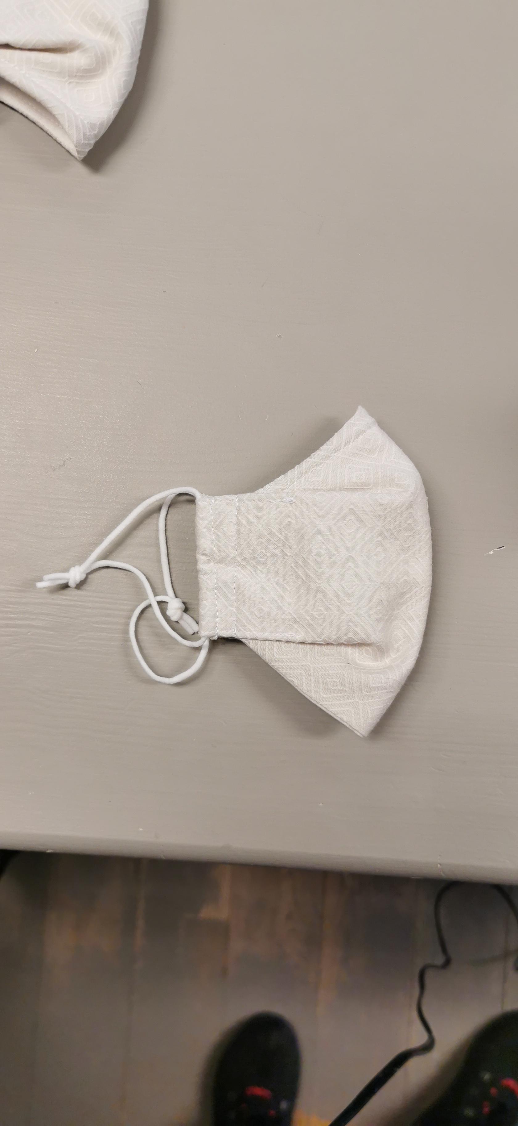 Munnbind med nesebøyle, krem Ungdom/Voksen