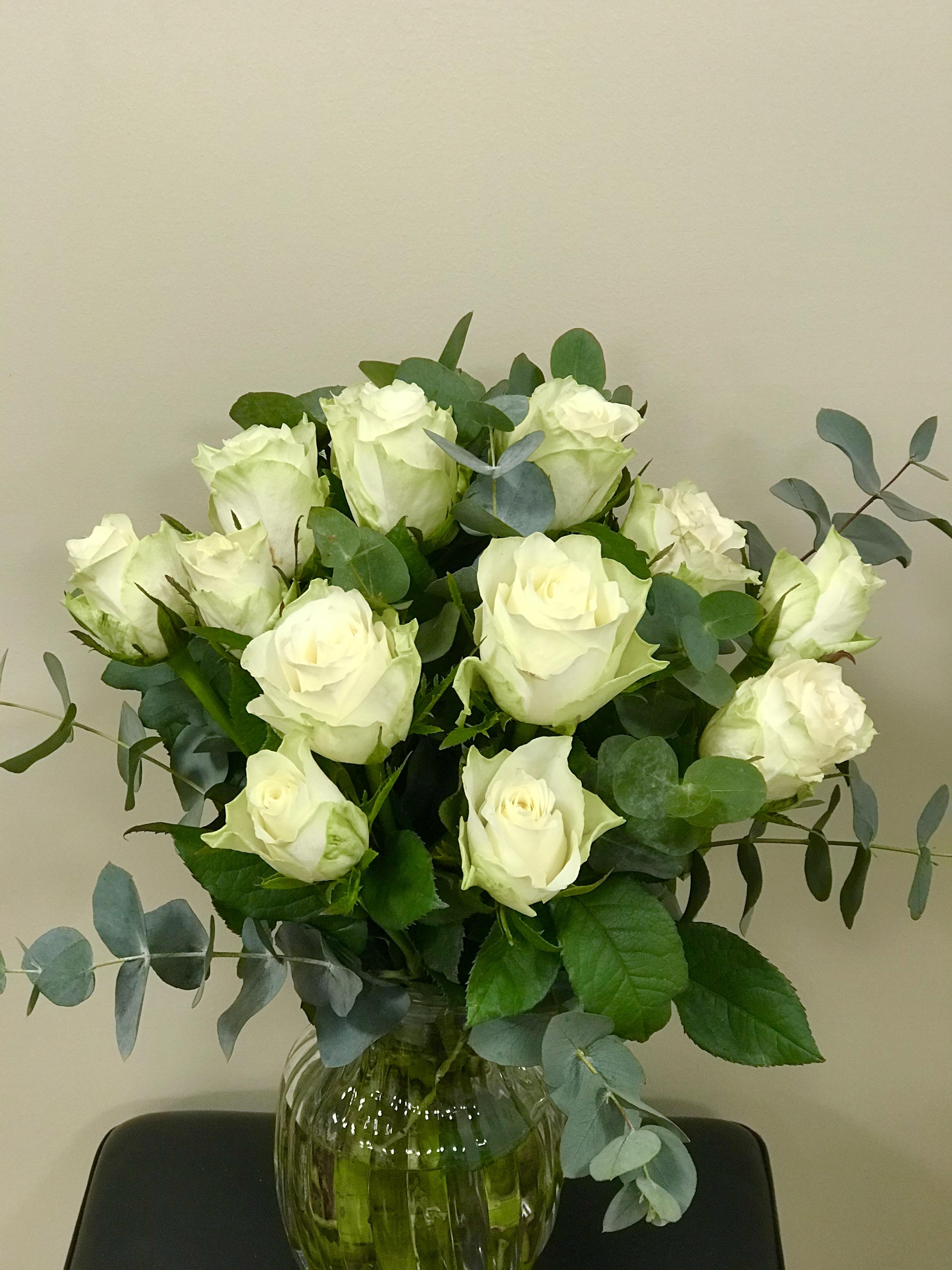 Roserbukett i hvit