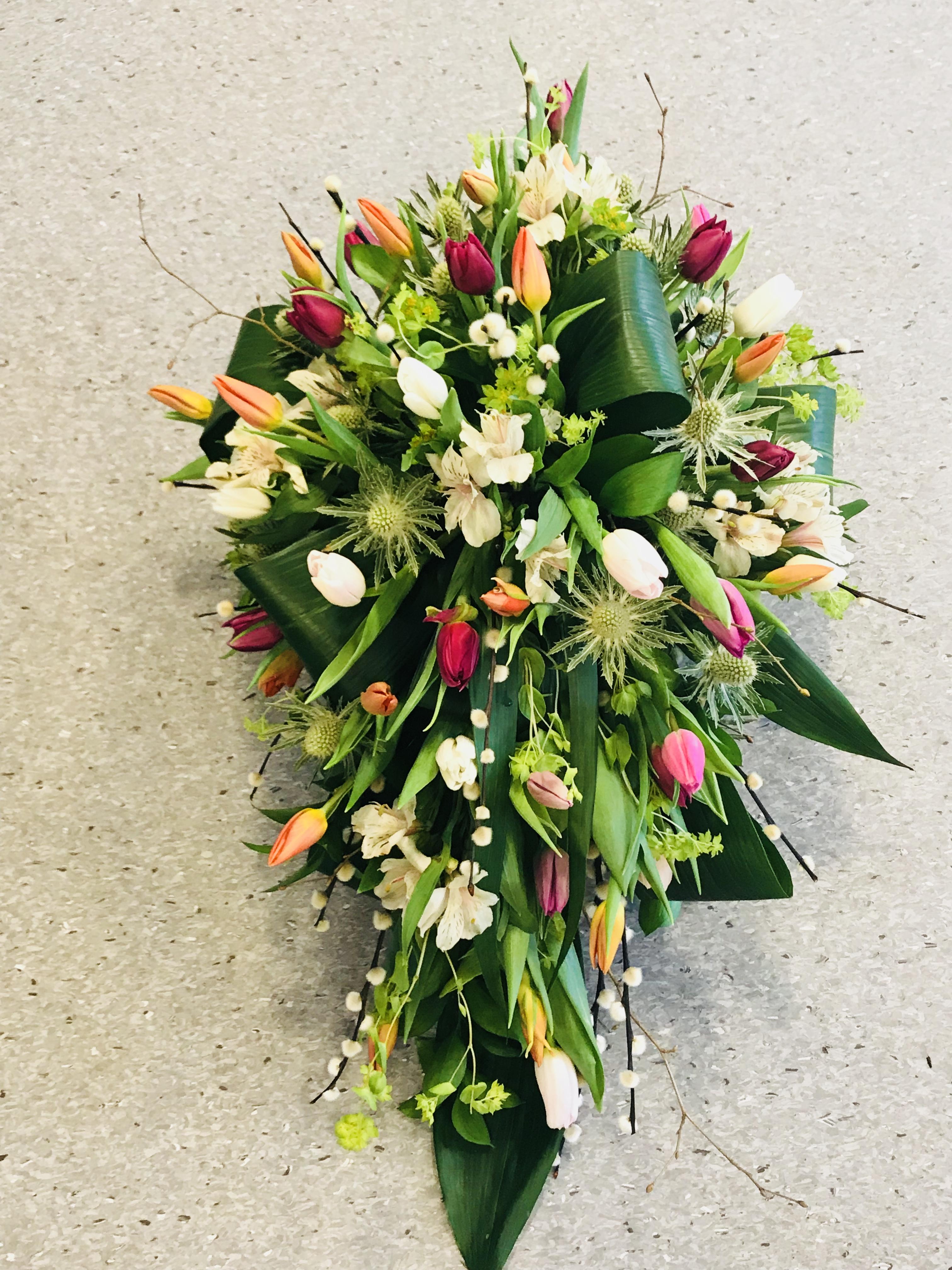 Båredekorasjon i fargerike tulipaner