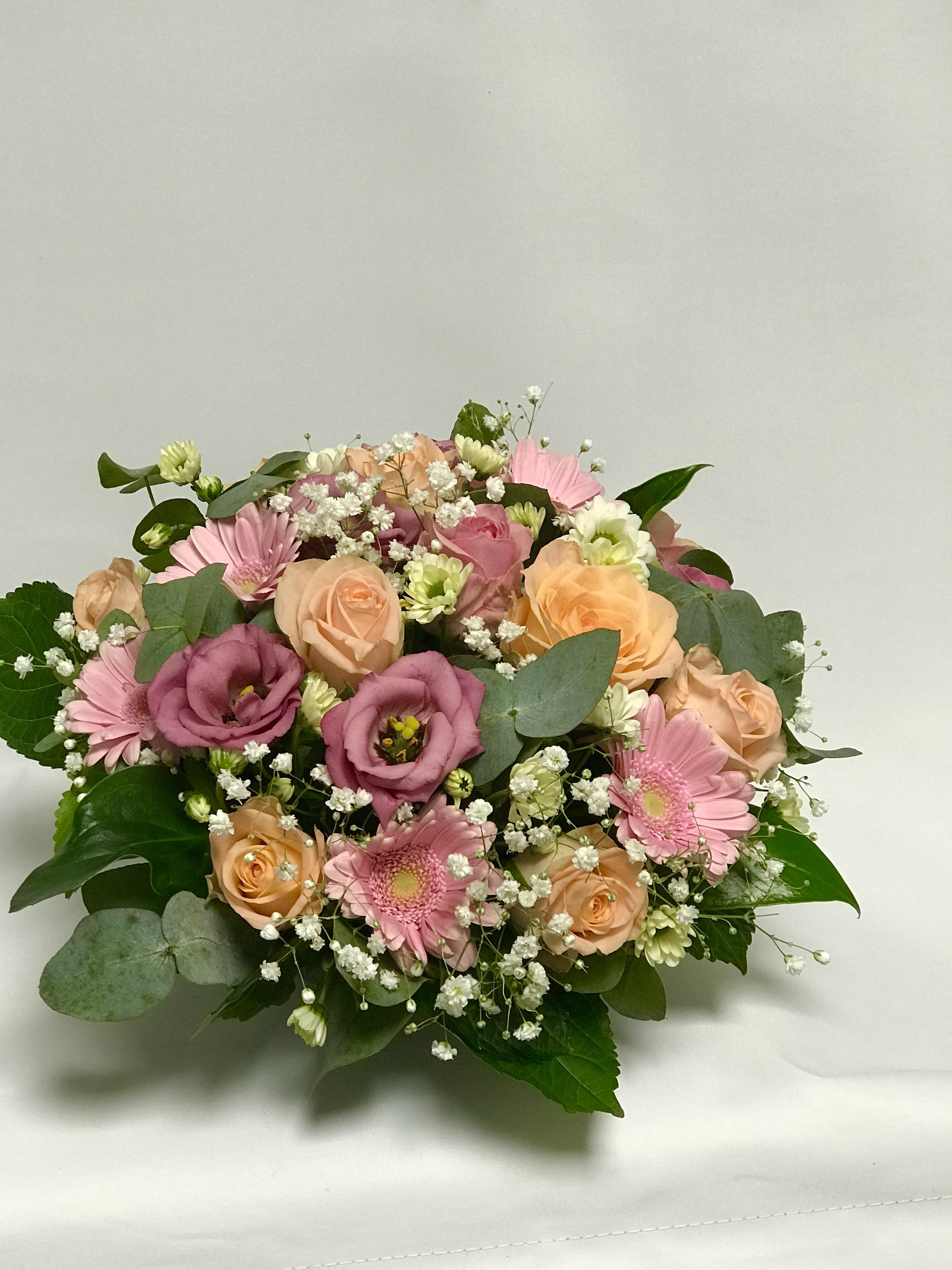 Dekorasjon i rosa, hvit og fersken toner