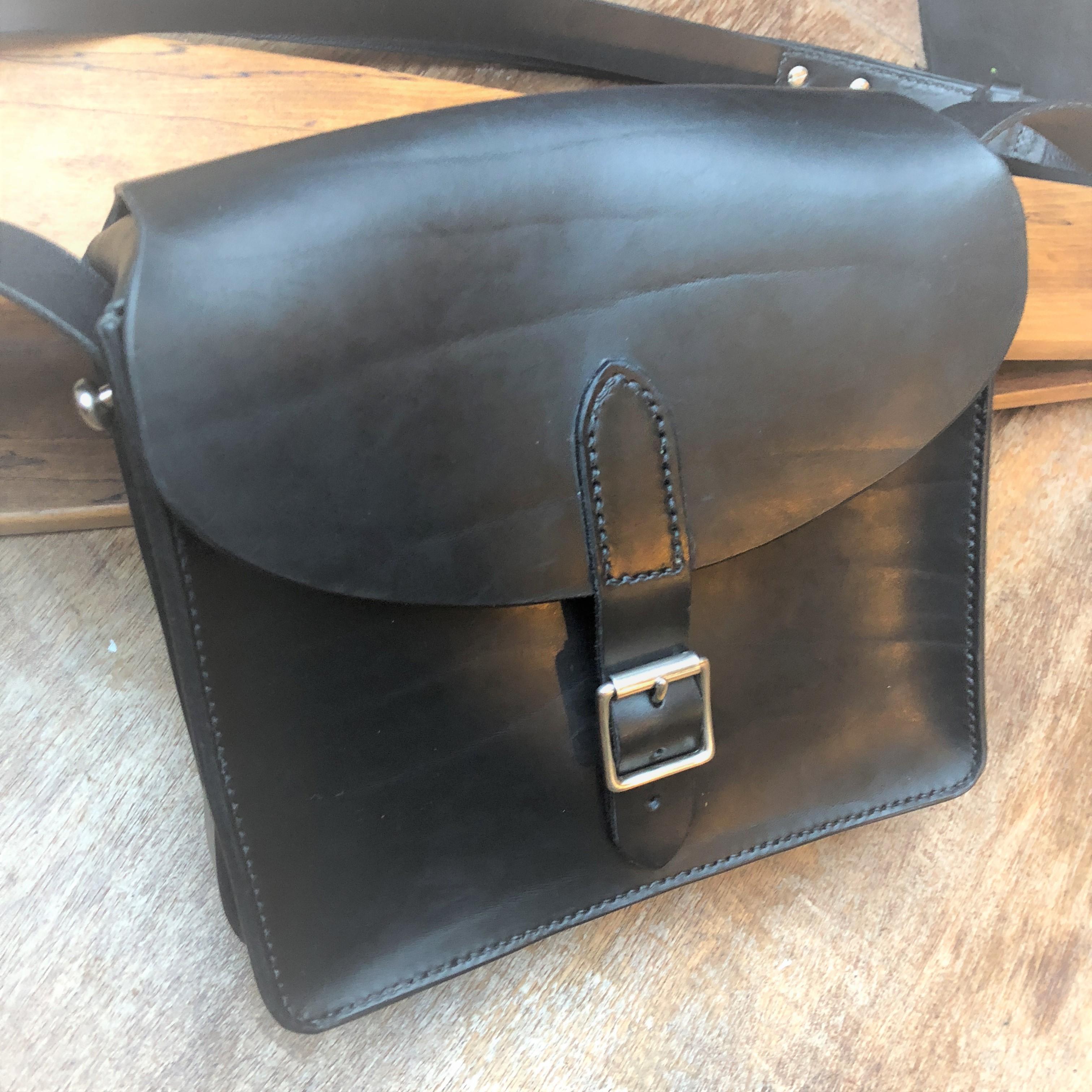 Boxy leather handbag