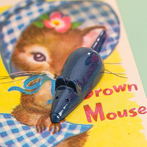 Retro Resin Mouse Brooch Dark Blue NBC