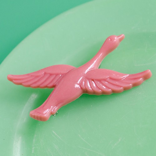 Retro Resin Flying Duck Brooch Rose NBC