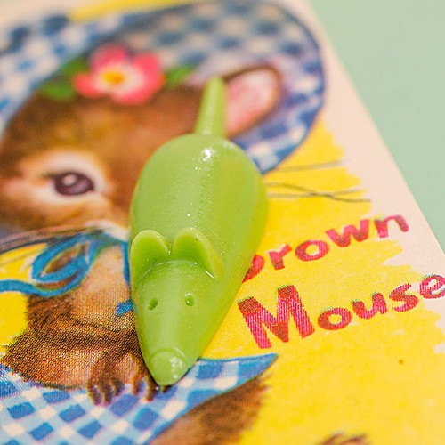 Retro Resin Mouse Brooch Apple Green NBC