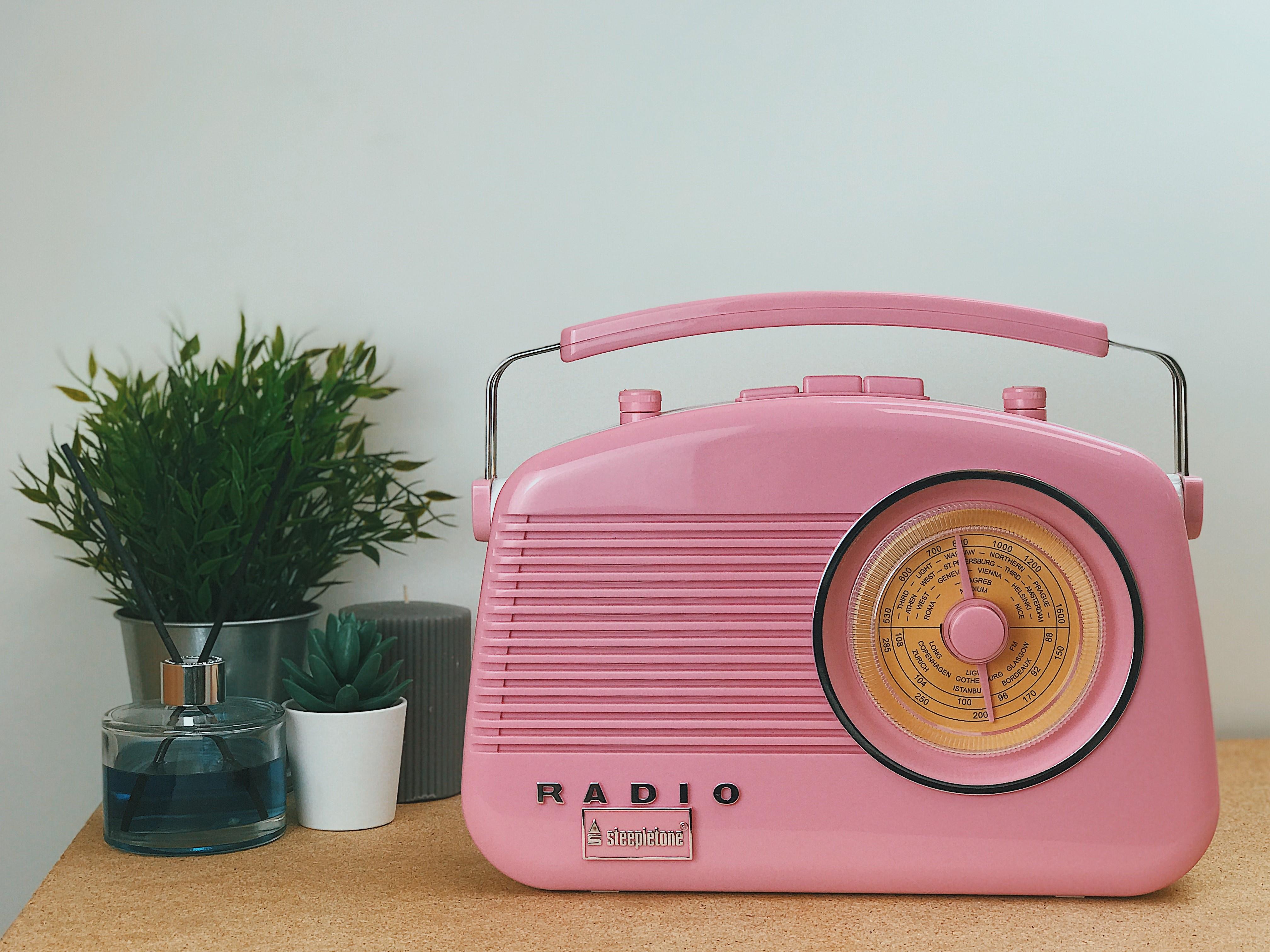 Steepletone Brighton Radio Pink REDUCED